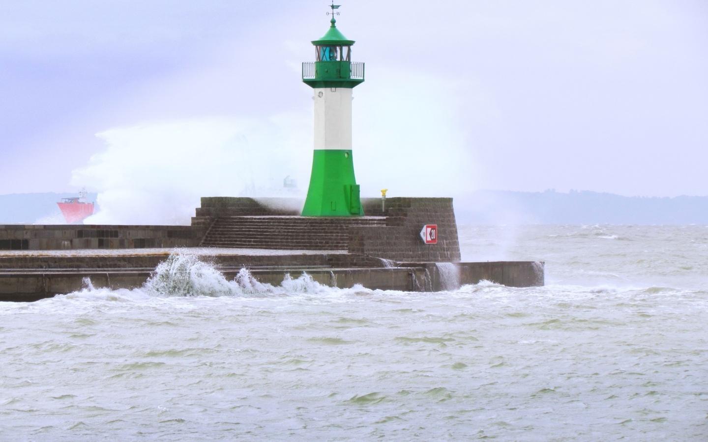 море, шторм, маяк