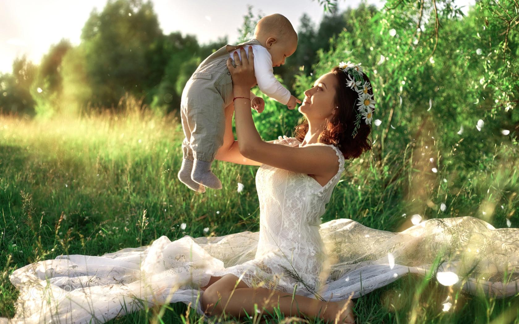 ivan tsarev, женщина, мама, мать, платье, ребёнок, малыш, материнство, природа, лето, ткань, тюль, венок, цветы, ромашки