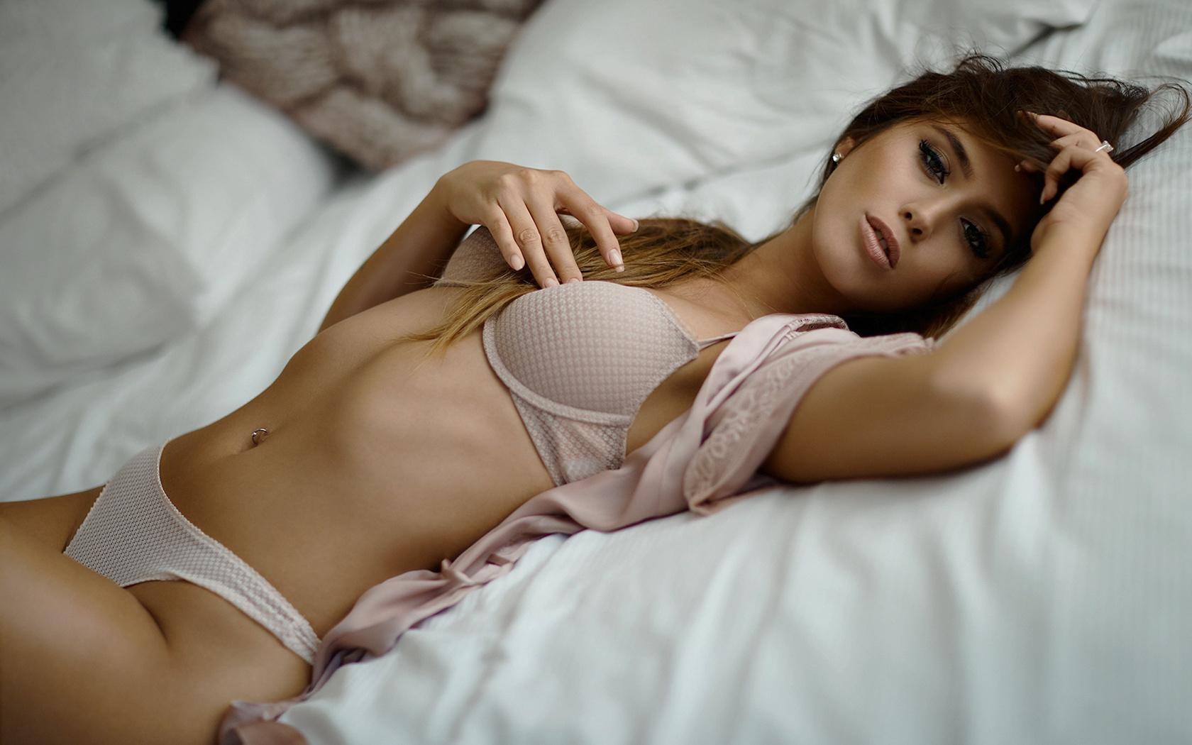 Фото с девушкой в постели, Фото красивых девушек в постели 14 фотография