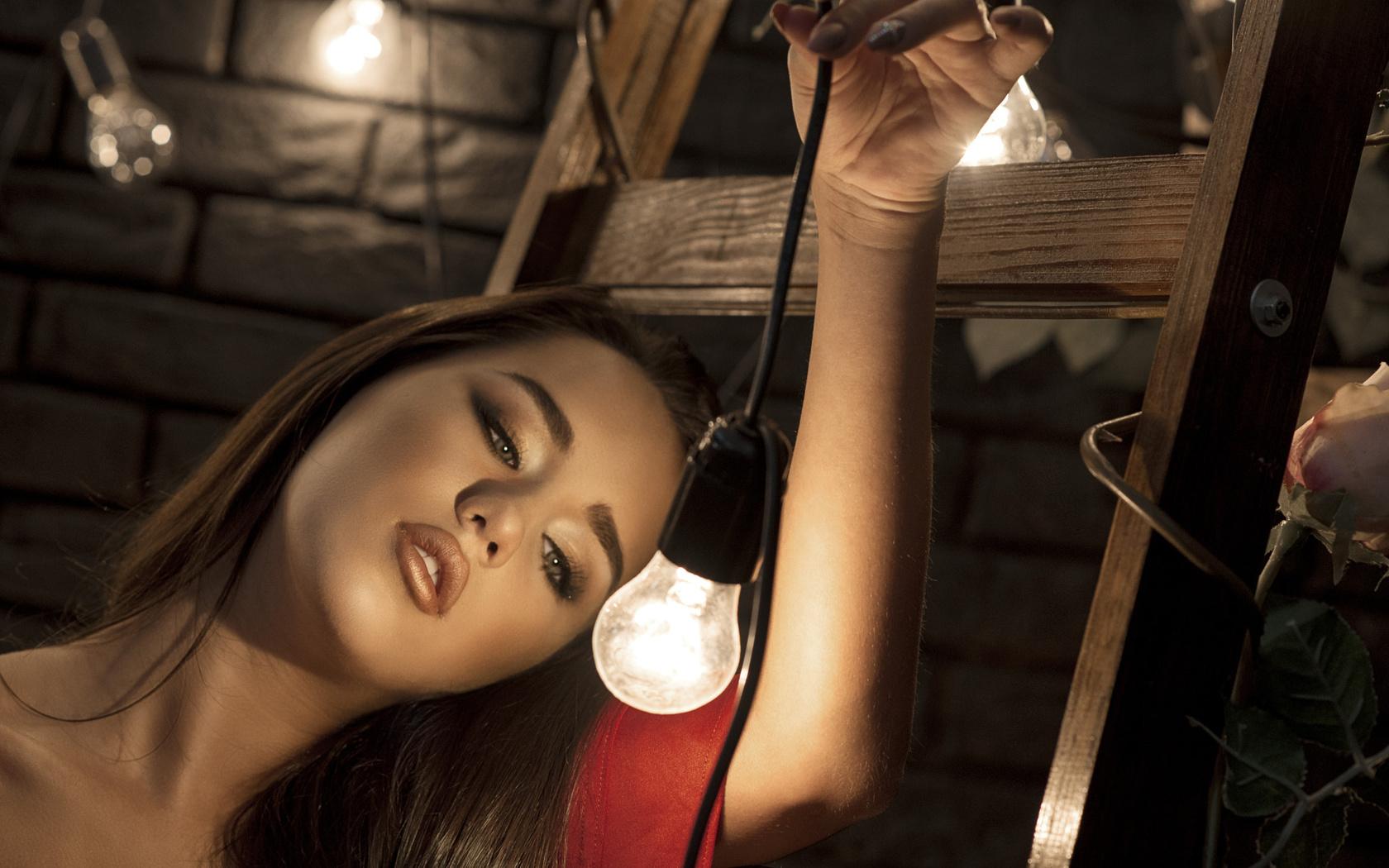 women, face, portrait, light bulb, ladders, девушка, шатенка, взгляд, макияж, лицо, лампочка