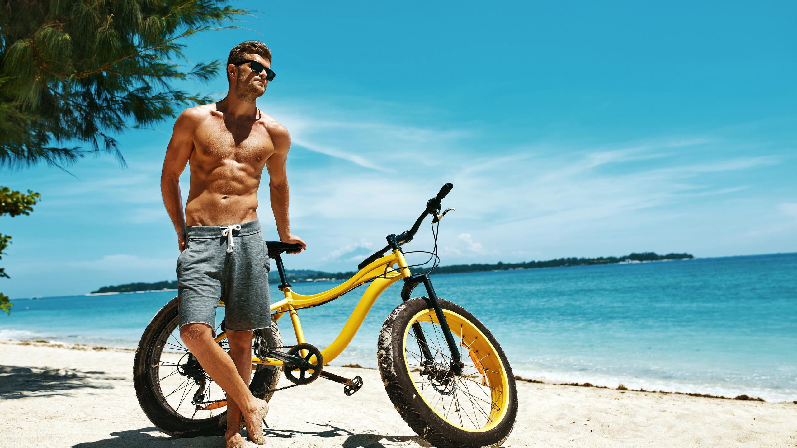 парень, пляж, велосипед, море