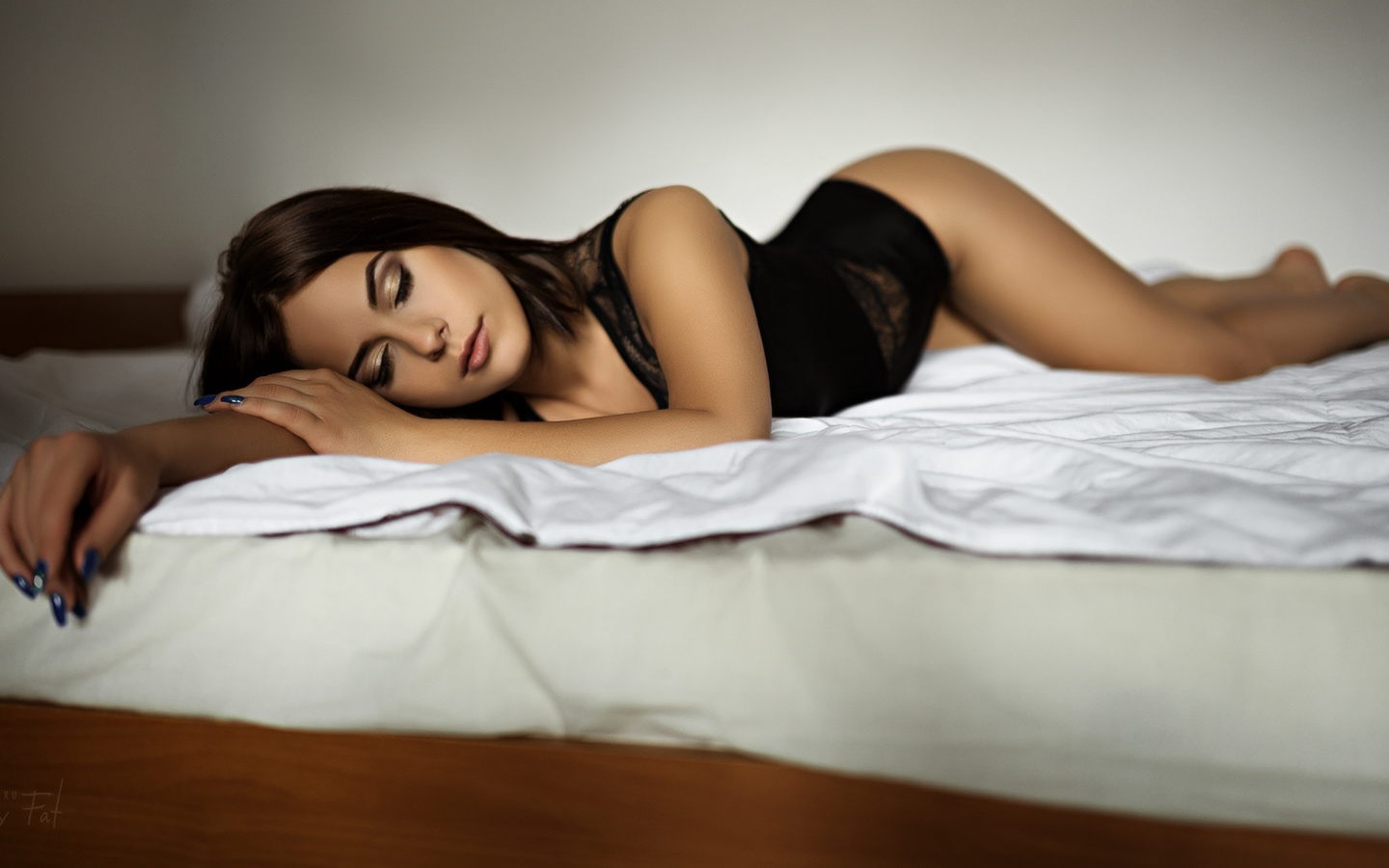 body-woman-in-bed-x-x-ass