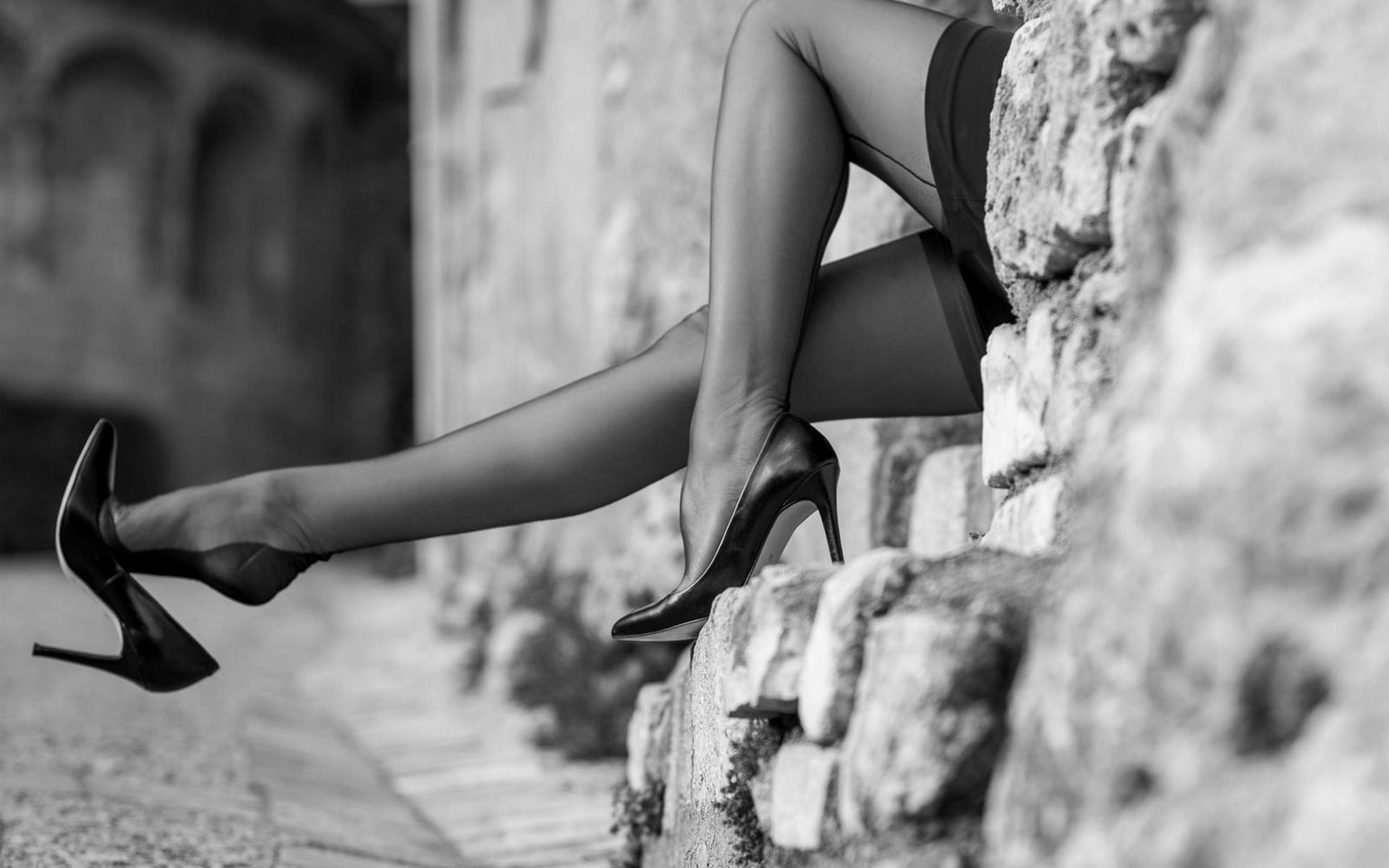 Смотреть ножки в туфельках и чулочках