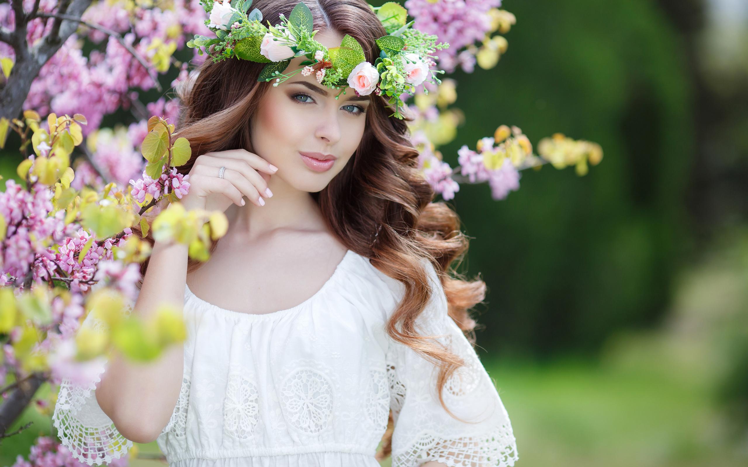 девушка, шатенка, локоны, платье, венок, цветы, природа, весна, куст, цветение