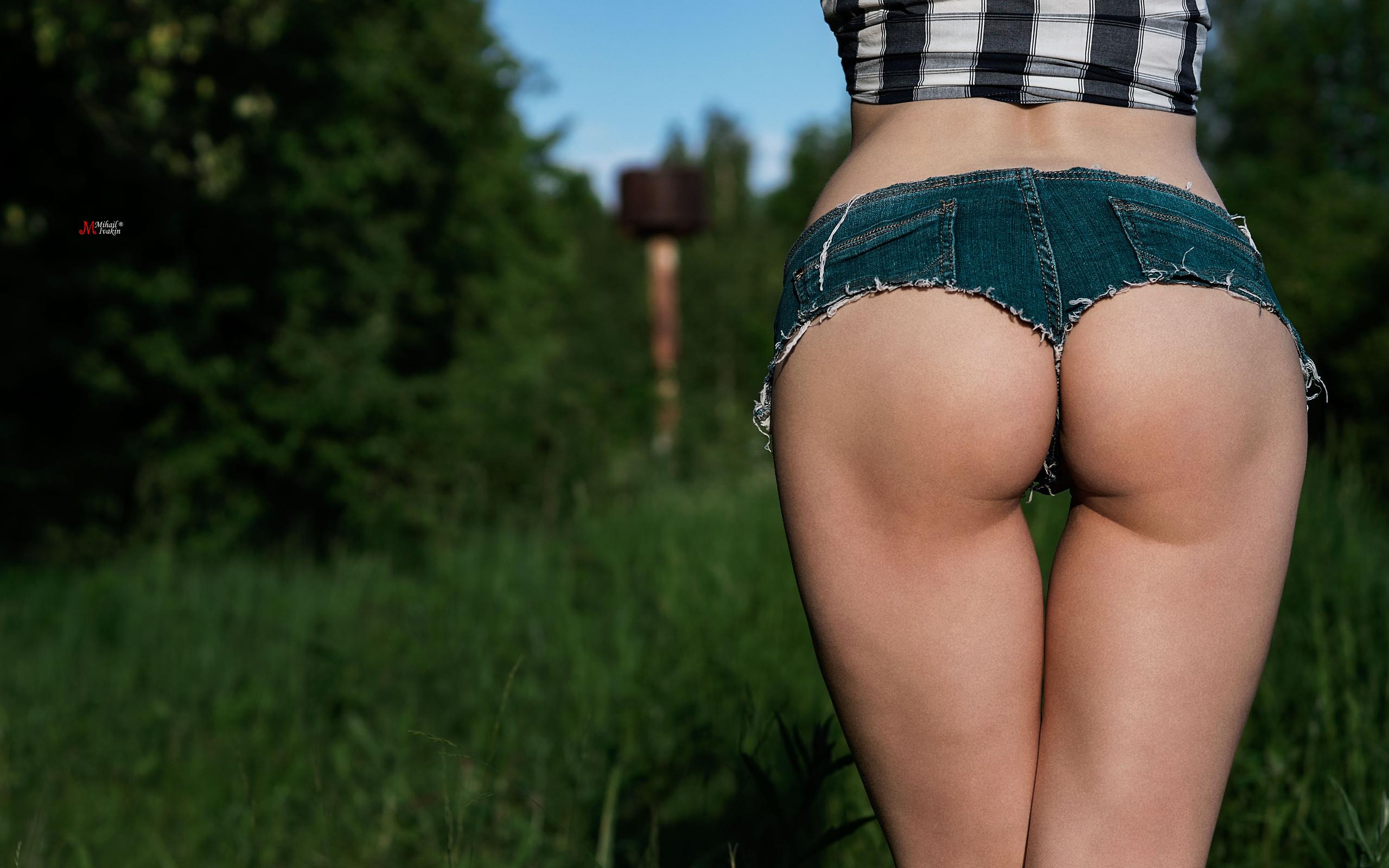 popi-v-krasivih-shortikah-porno-foto
