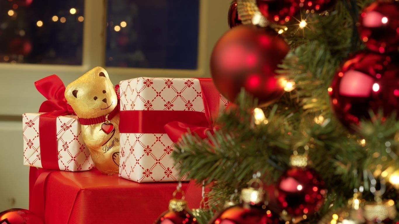 Новогодние картинки с подарками под елкой, для