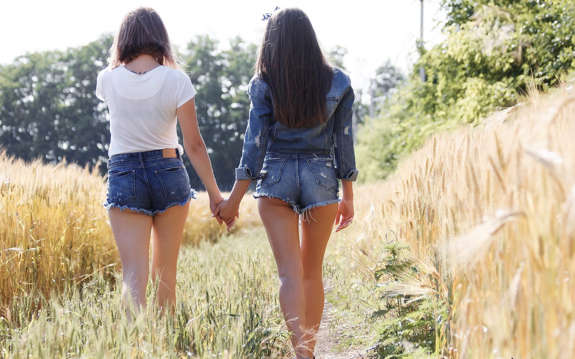 Peeing jean shorts — photo 3