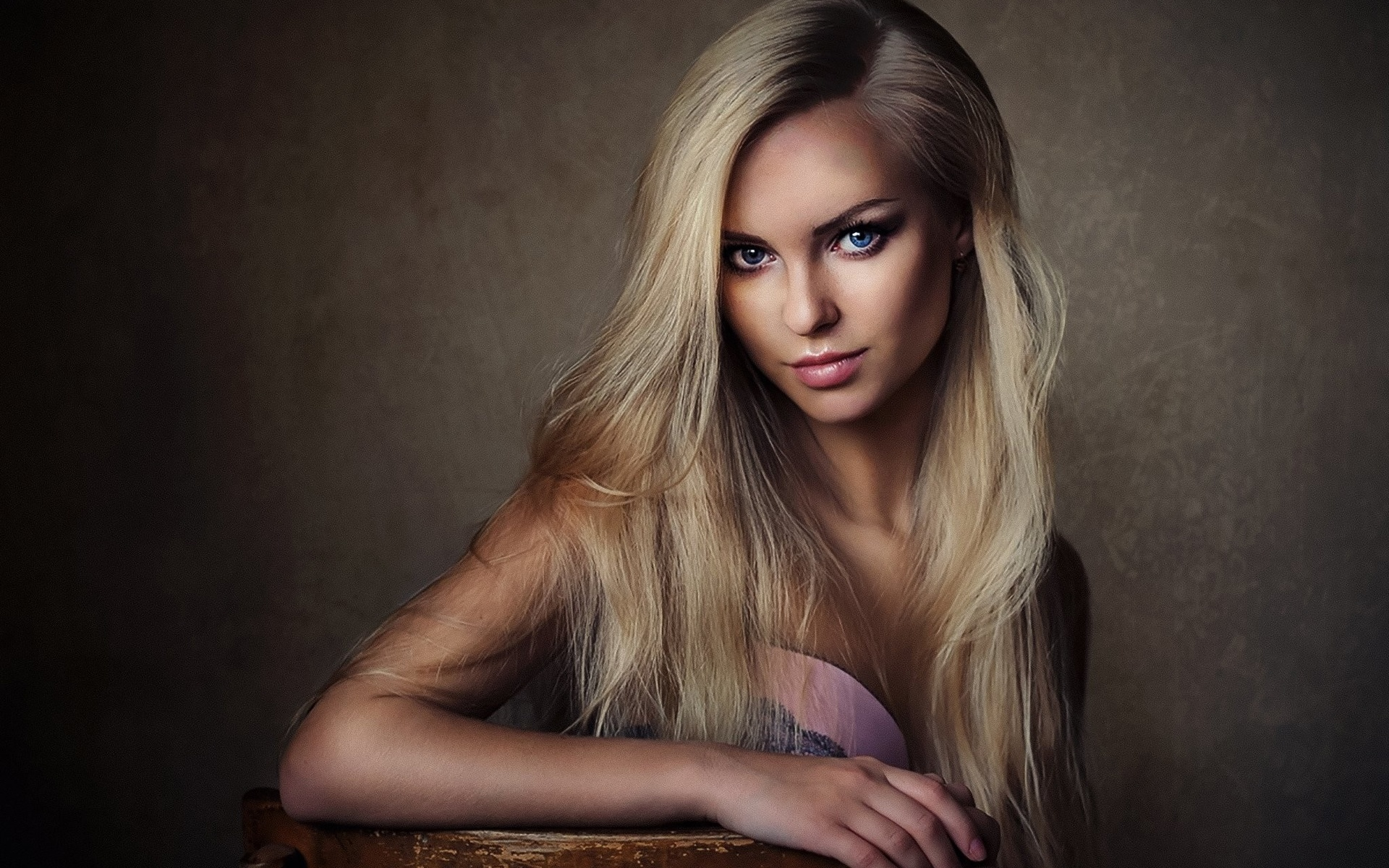 русскую блондинку вику только что