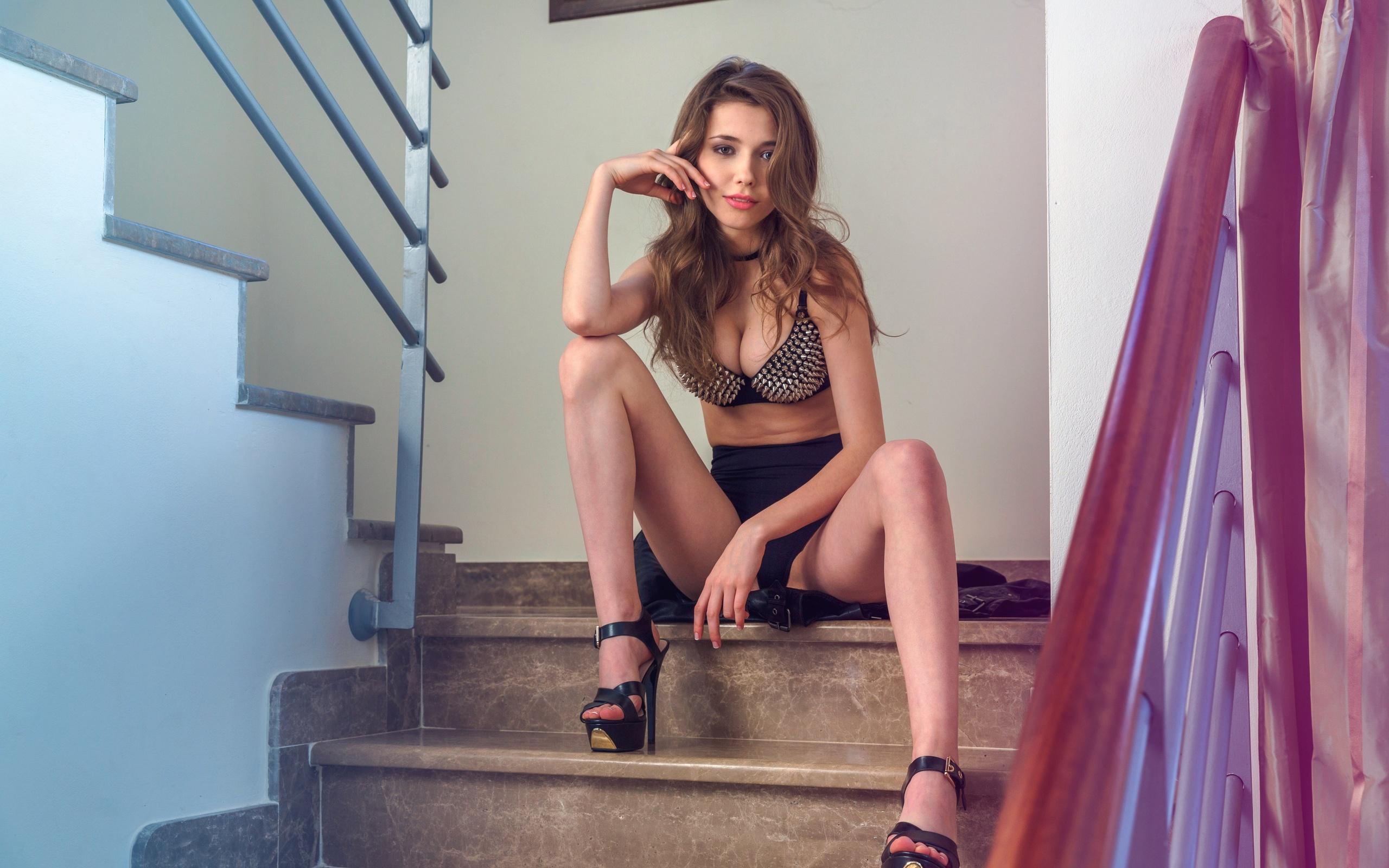 Трахает на лестнице, трахнул на лестнице порно видео и фото на ПростоПорно 29 фотография