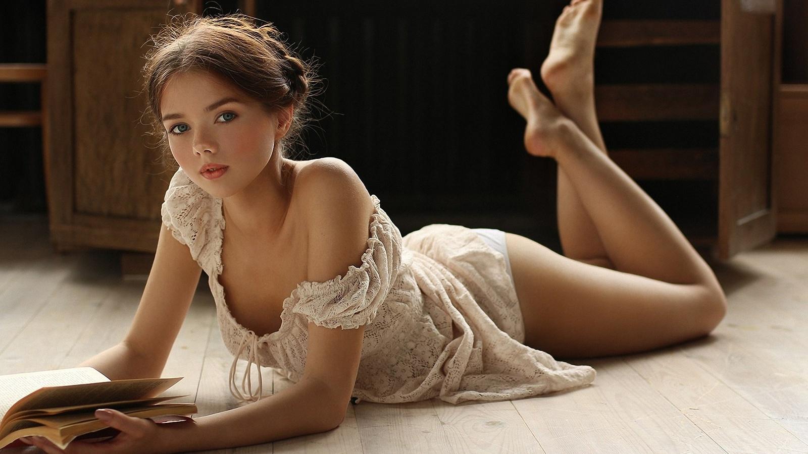 Юных девочек трахают в попку, #Солевая-3: Пьяную 17-летнюю студентку несколько 23 фотография
