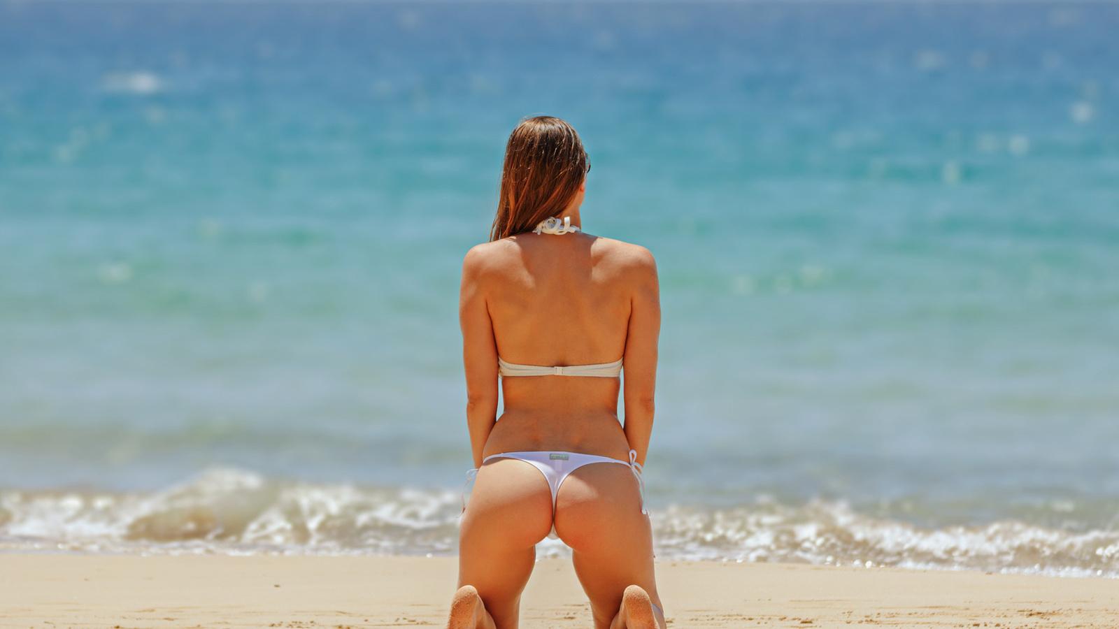 Girls on the beach having sex — 5