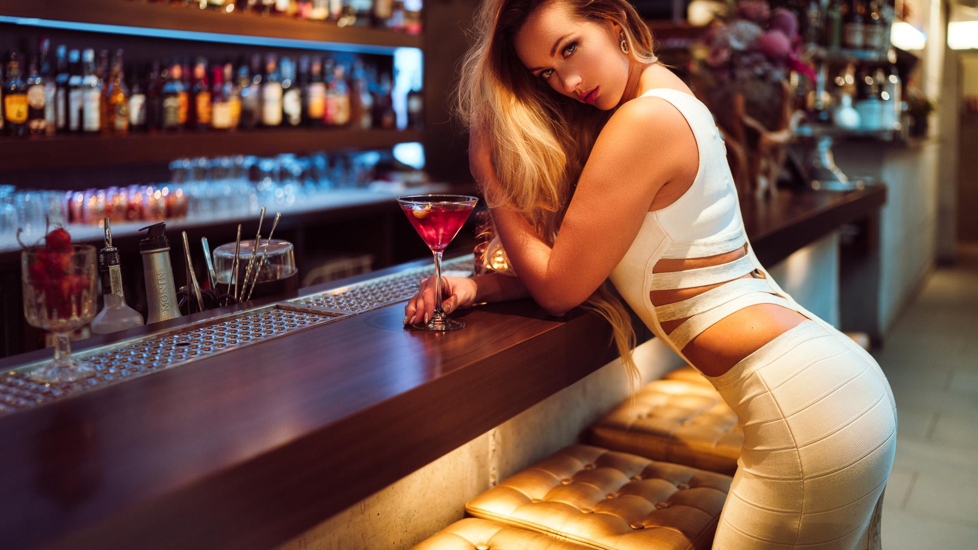 Стриптис на барной стойке, Эротика: стриптиз на барной стойке. Эскизы 1 фотография