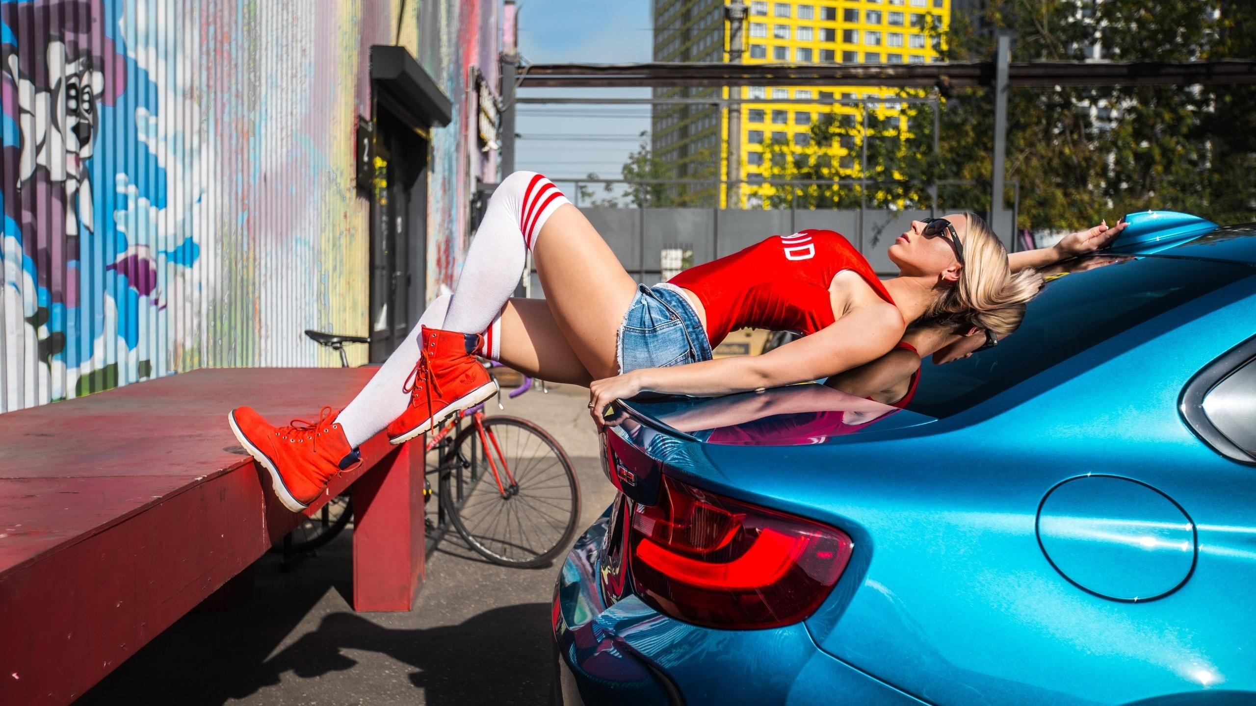 Секс с машинами конча вылетает из девушек от машин, фото она отсосала