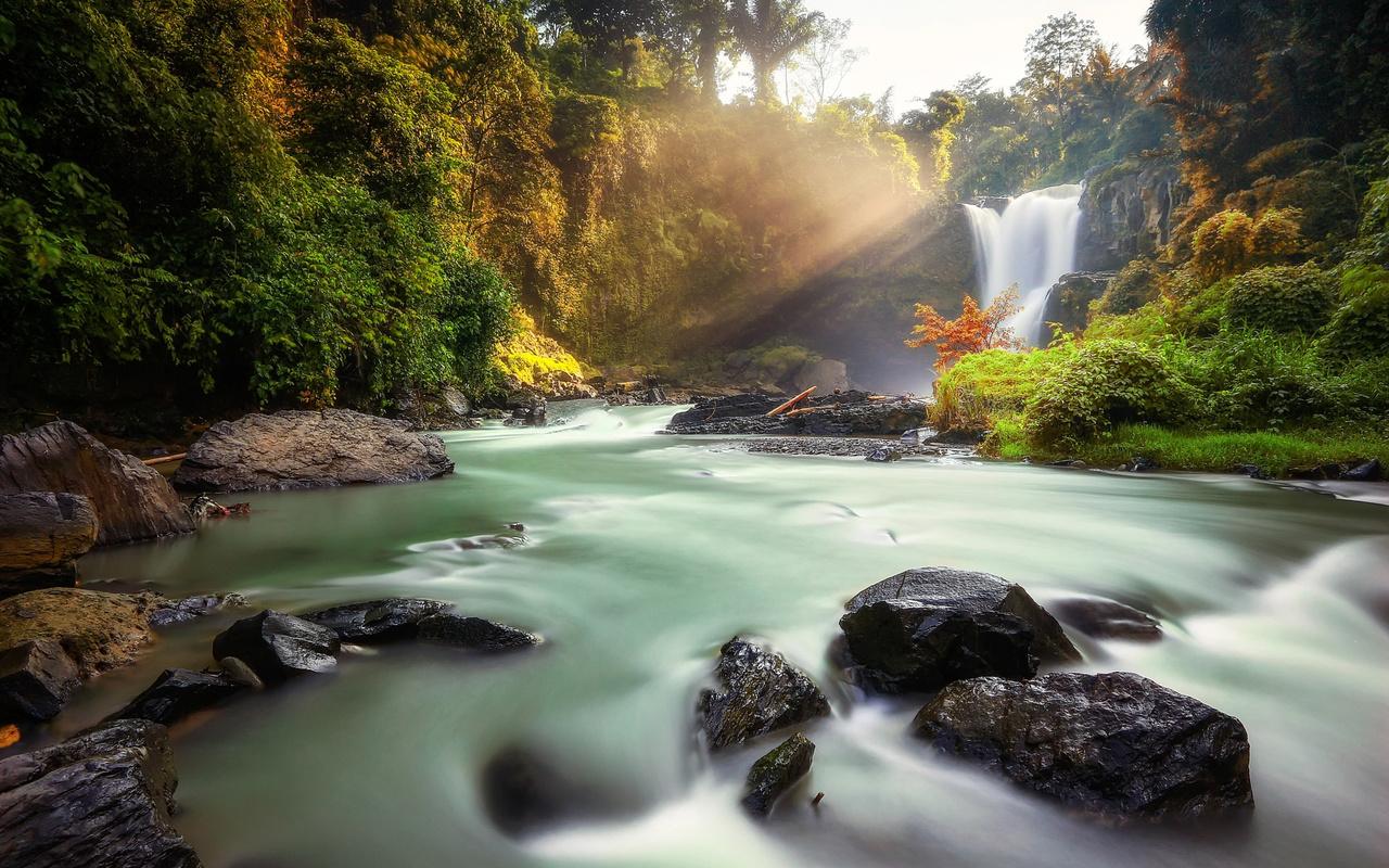 индонезия, природа, водопад, тегенунган, река, камни, лес, лучи