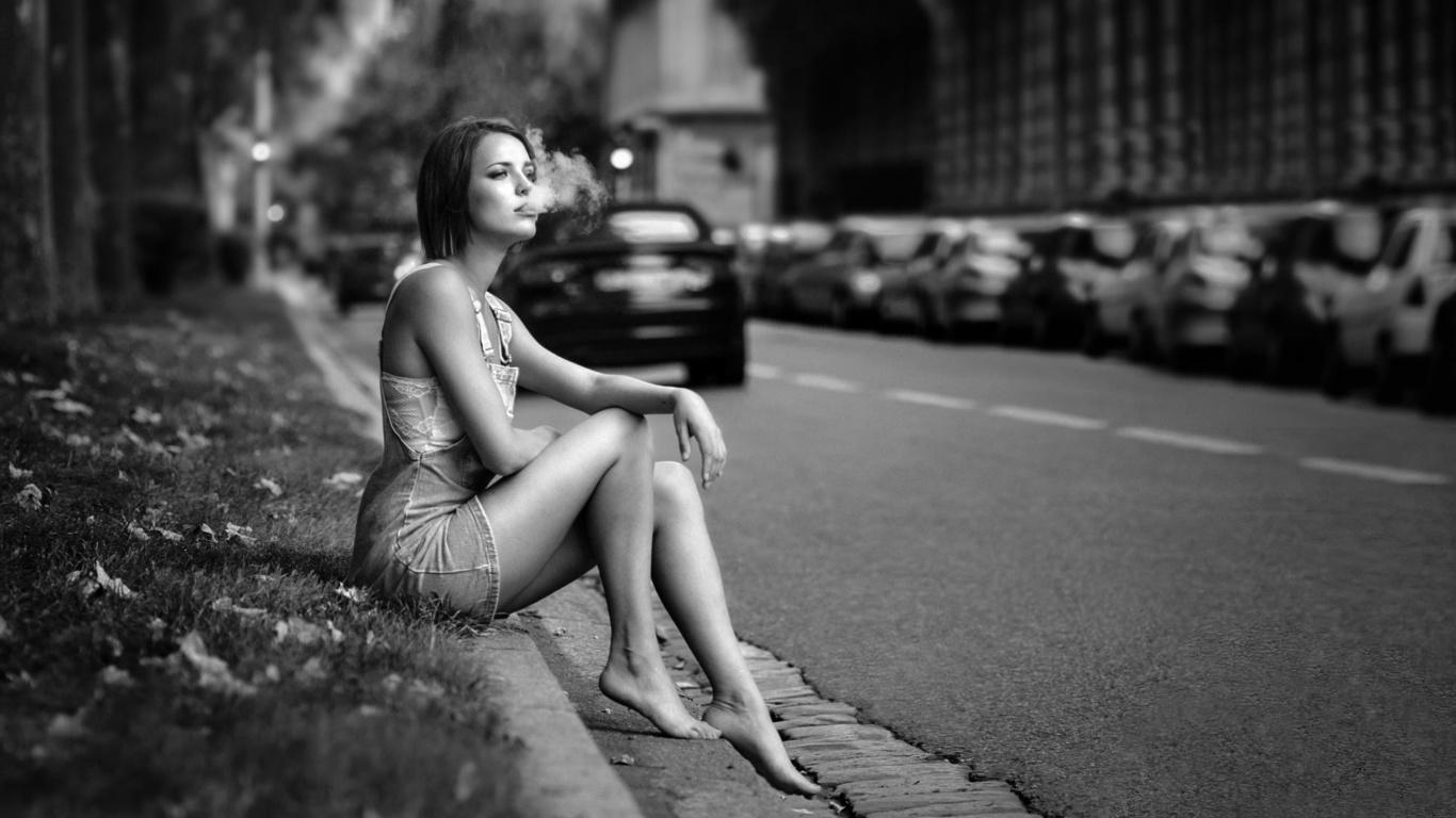 florian pascual, девушка, город, дым, вредно, черно белый фон