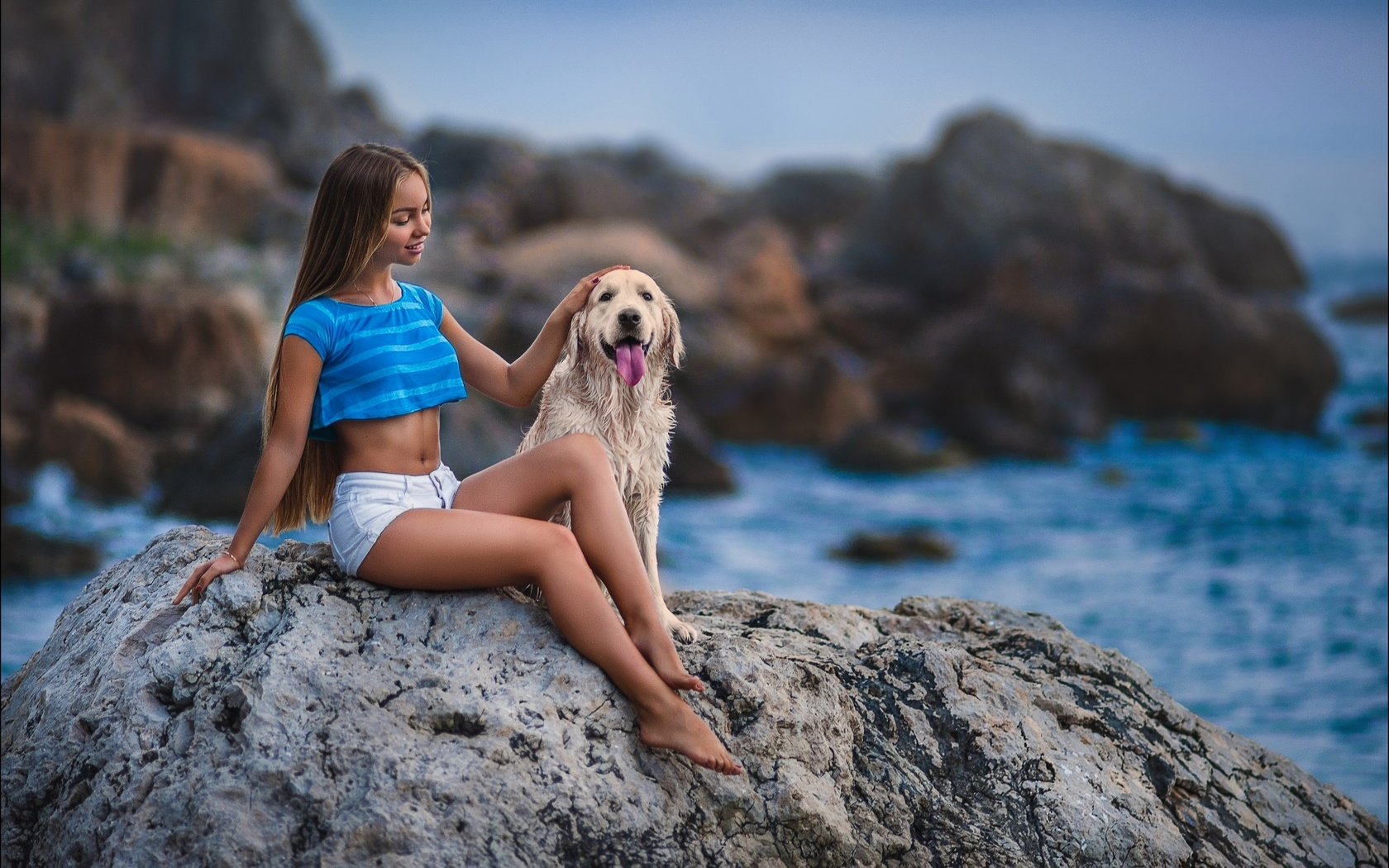 девушка, длинные волосы, красивая, пес, море, камни, настроение, фото, латиш алексей