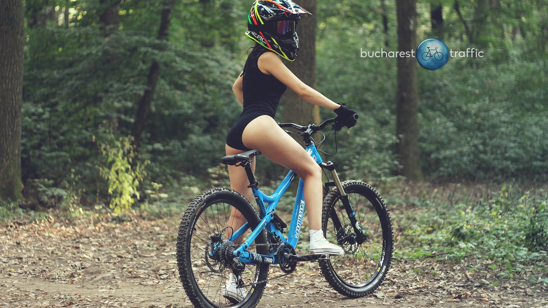 bucharestbiketraffic, лес, велосипед, шлем, спорт, девушка, в лесу, следуй за мной