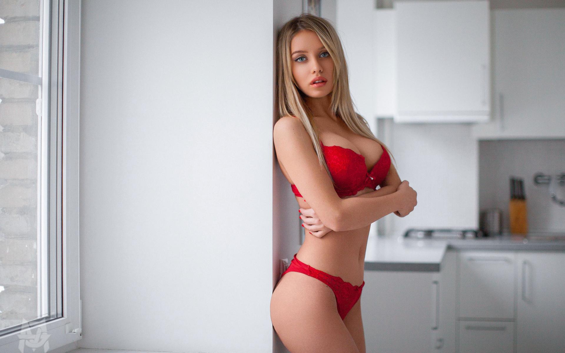 сайте зрелые картинки девушки в красных лифчиках ценности прививаются при