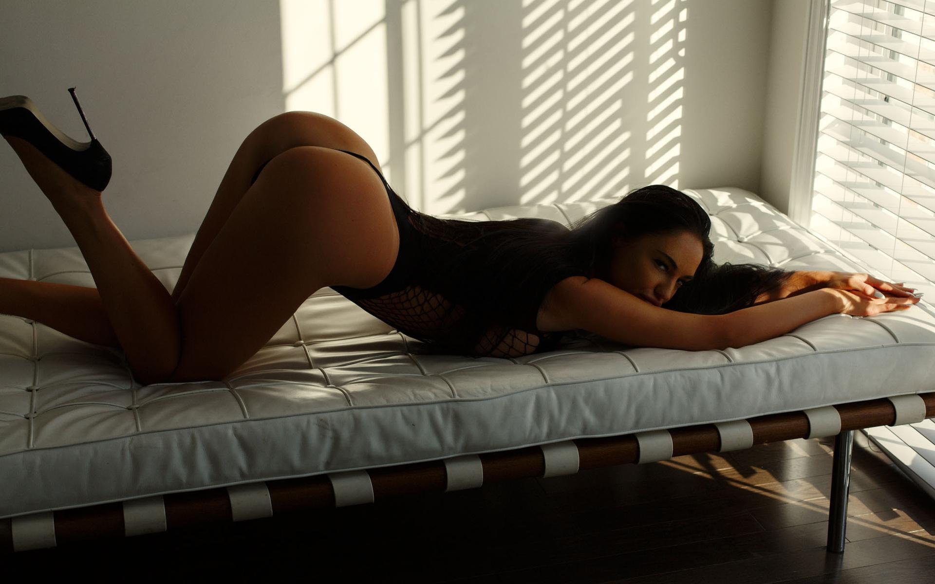 Телка в кровати — photo 11