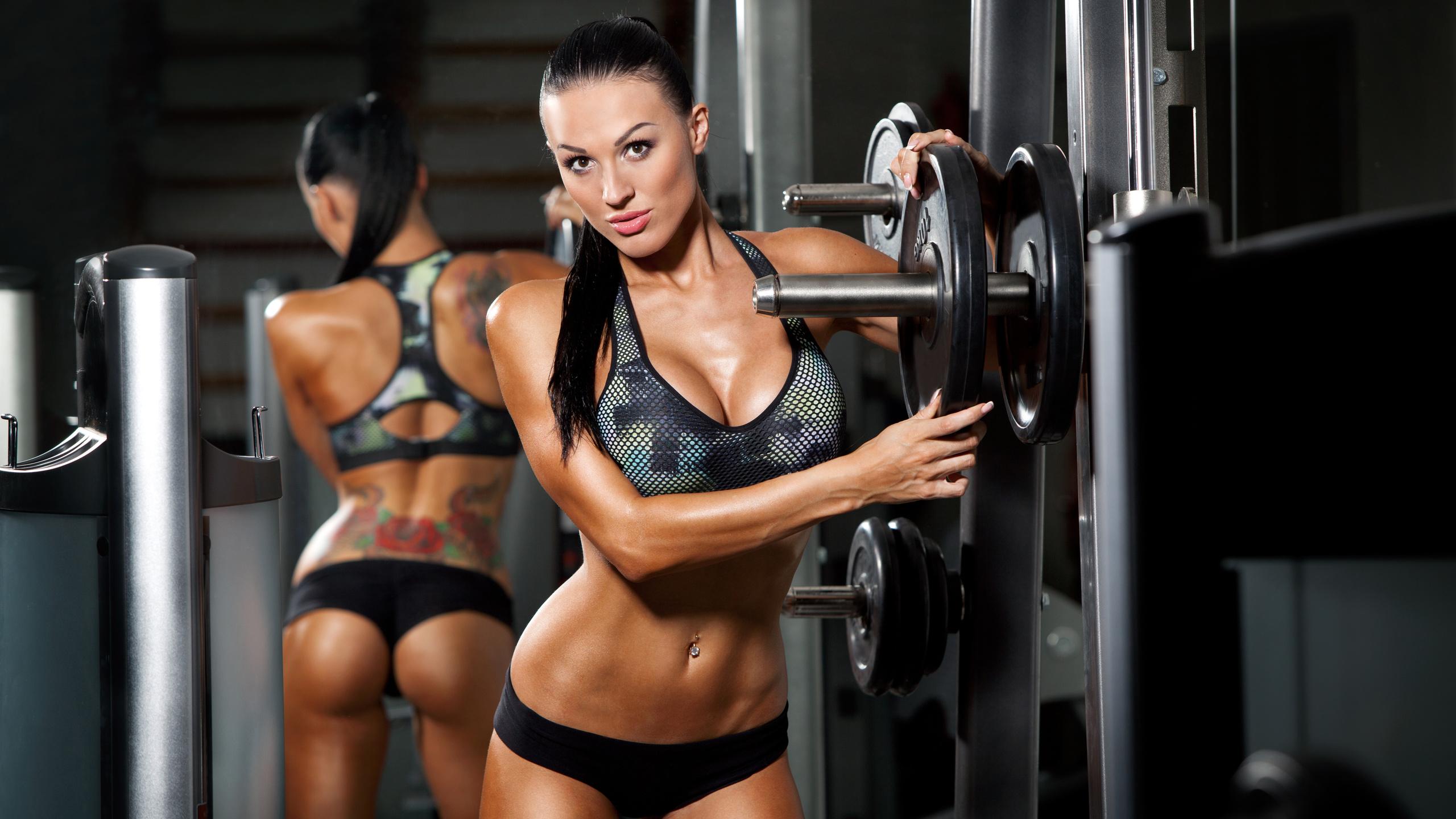 v-fitnes-klube-foto-seksualnih-devushek