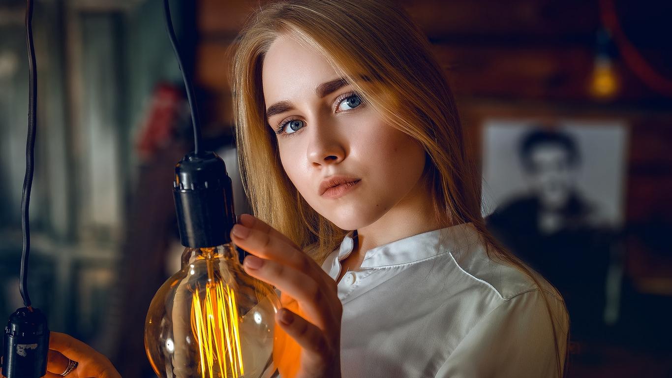 women, blonde, light bulb, blue eyes, face, portrait, depth of field