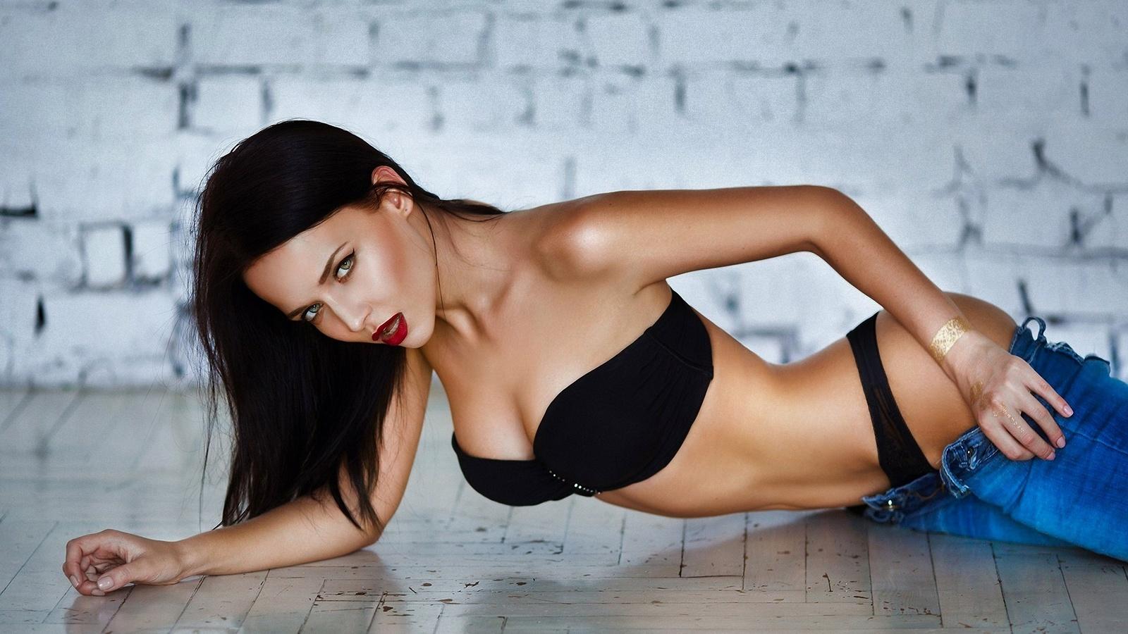 Русская красотка ангелина, Русское порно с Анжелика - смотреть онлайн бесплатно 1 фотография