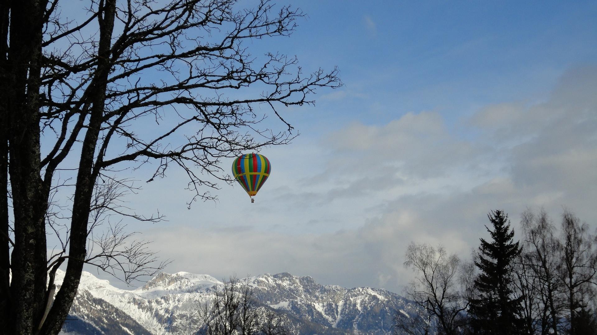 небо, воздушный шар, горы. снег