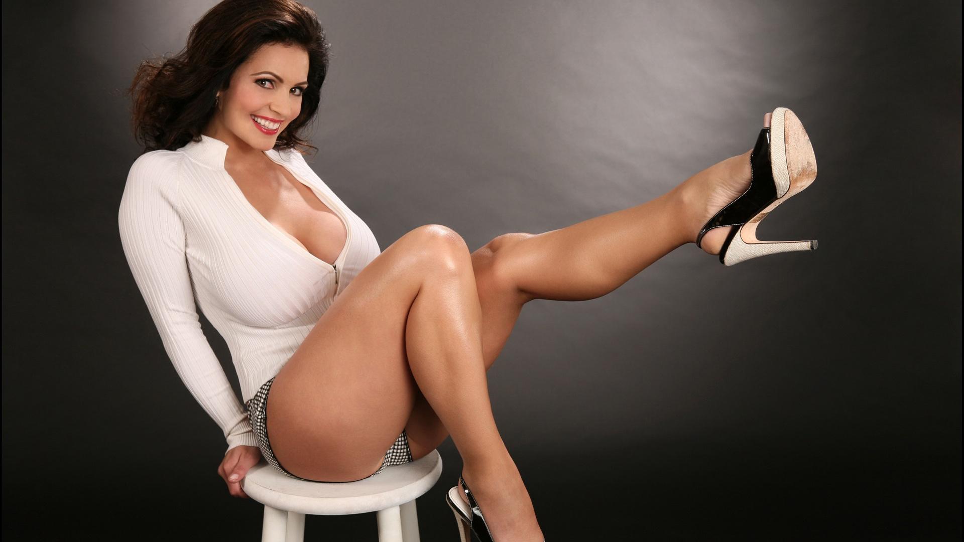 Секс с девушки с шикарными формами, Порно красотки - очень красивые девушки 1 фотография