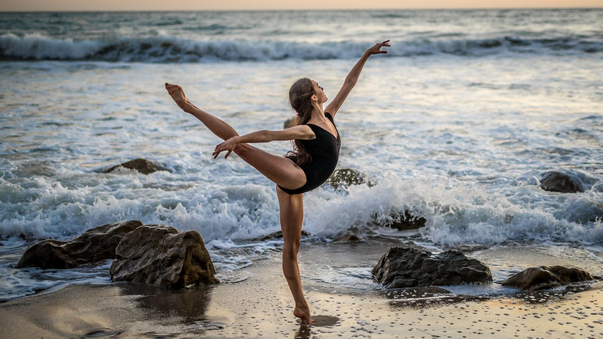 Балерина на море фото