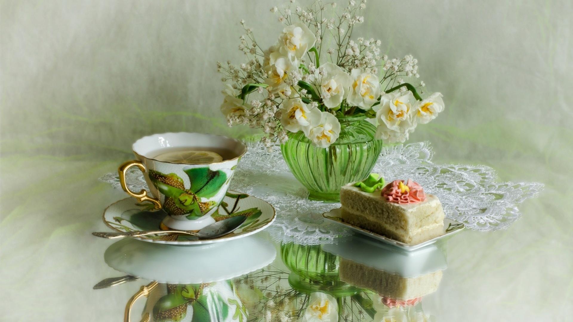 Днем пасхи, картинка чашка чая и ландыши в вазе анимация