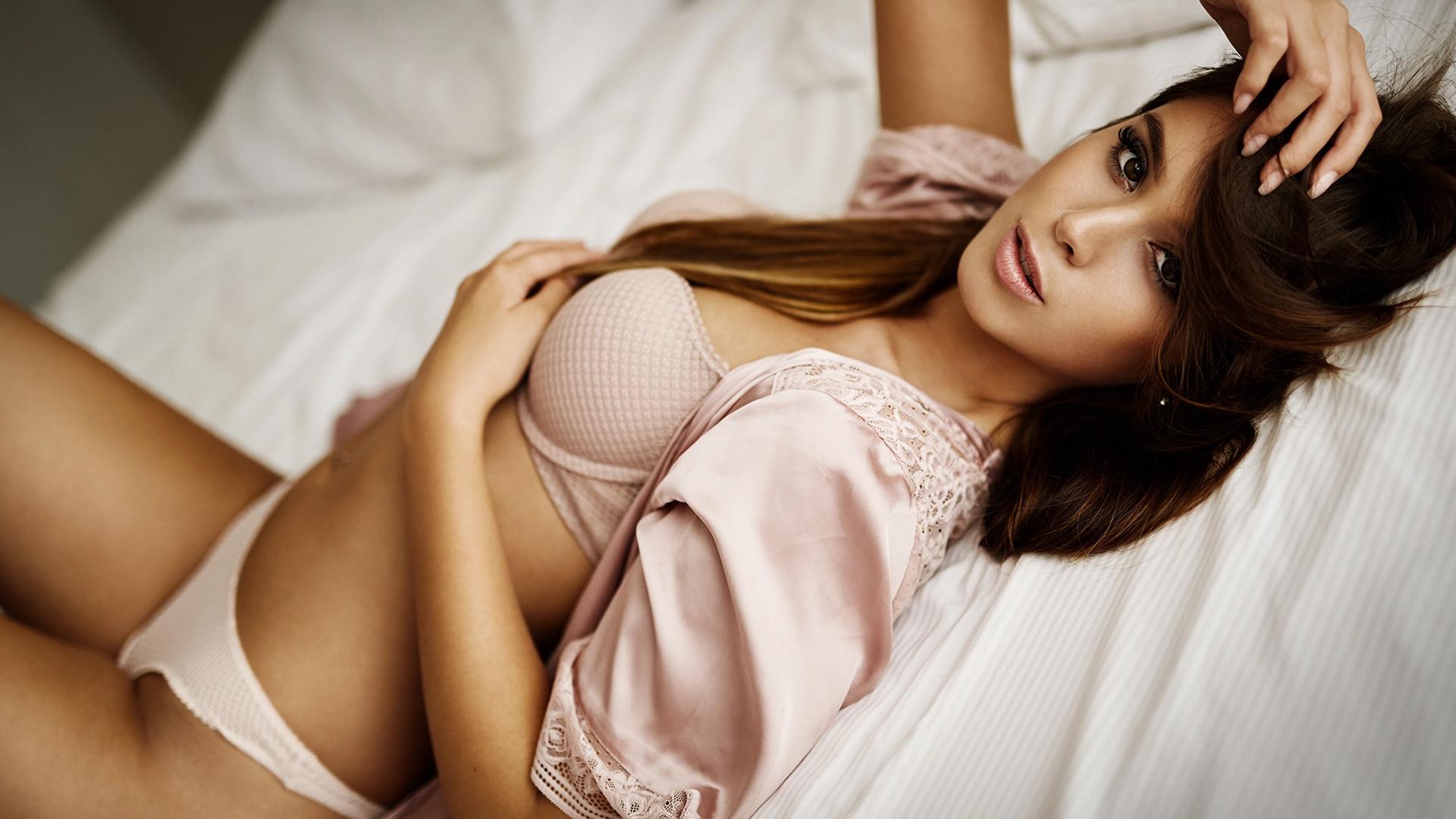 Фото женского нижнего белья в постели — photo 3