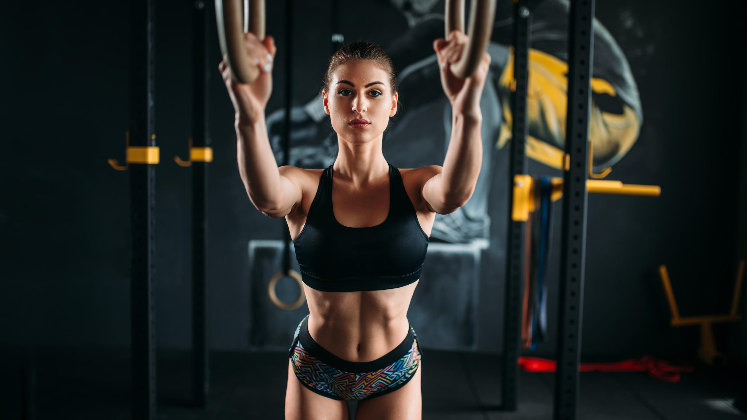 девушка с фитнеса с красивой что