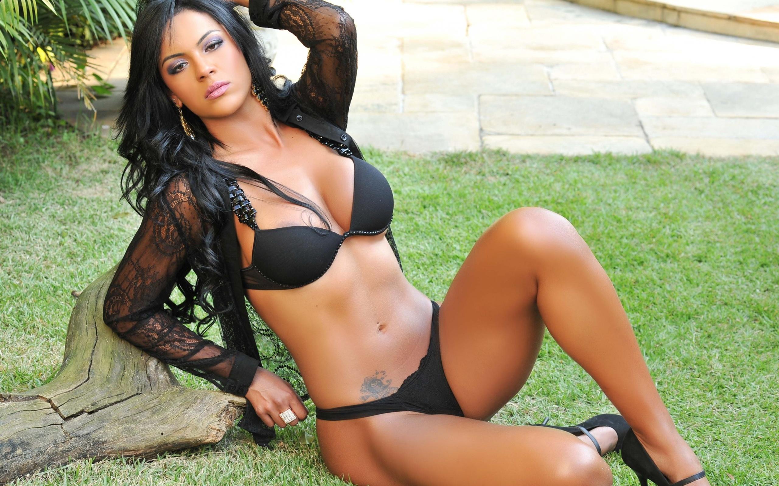 Латиноамериканские девушки видео, член аккуратно вводят в пизду