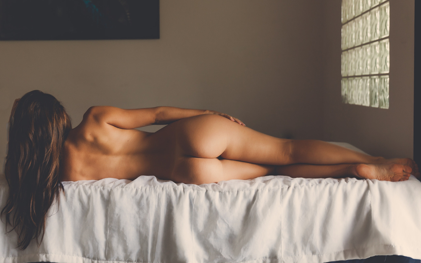 amateur-post-nude-womens-backs-daily