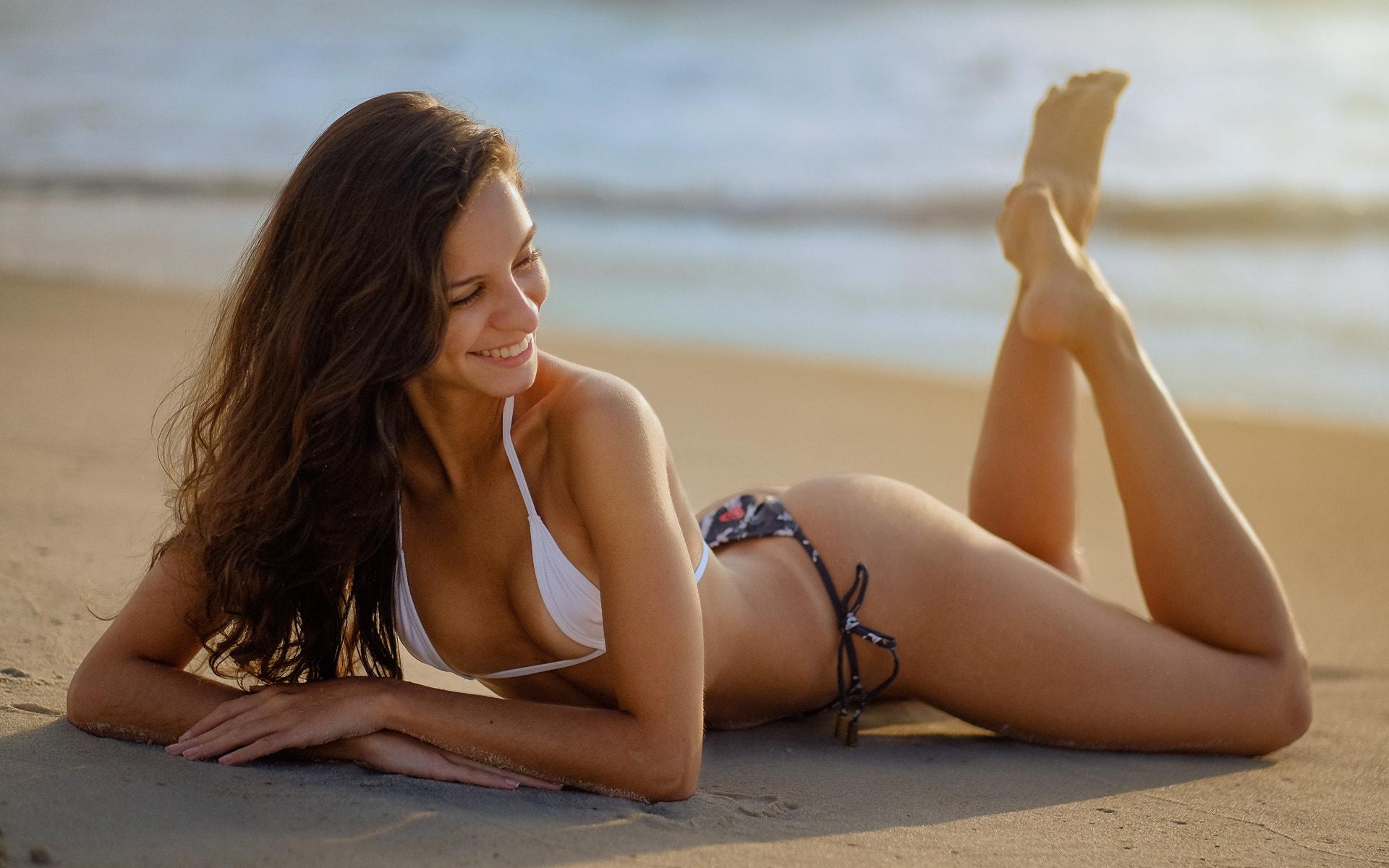sexy-babes-nude-sunbathing-holly-halston-interracial-tube