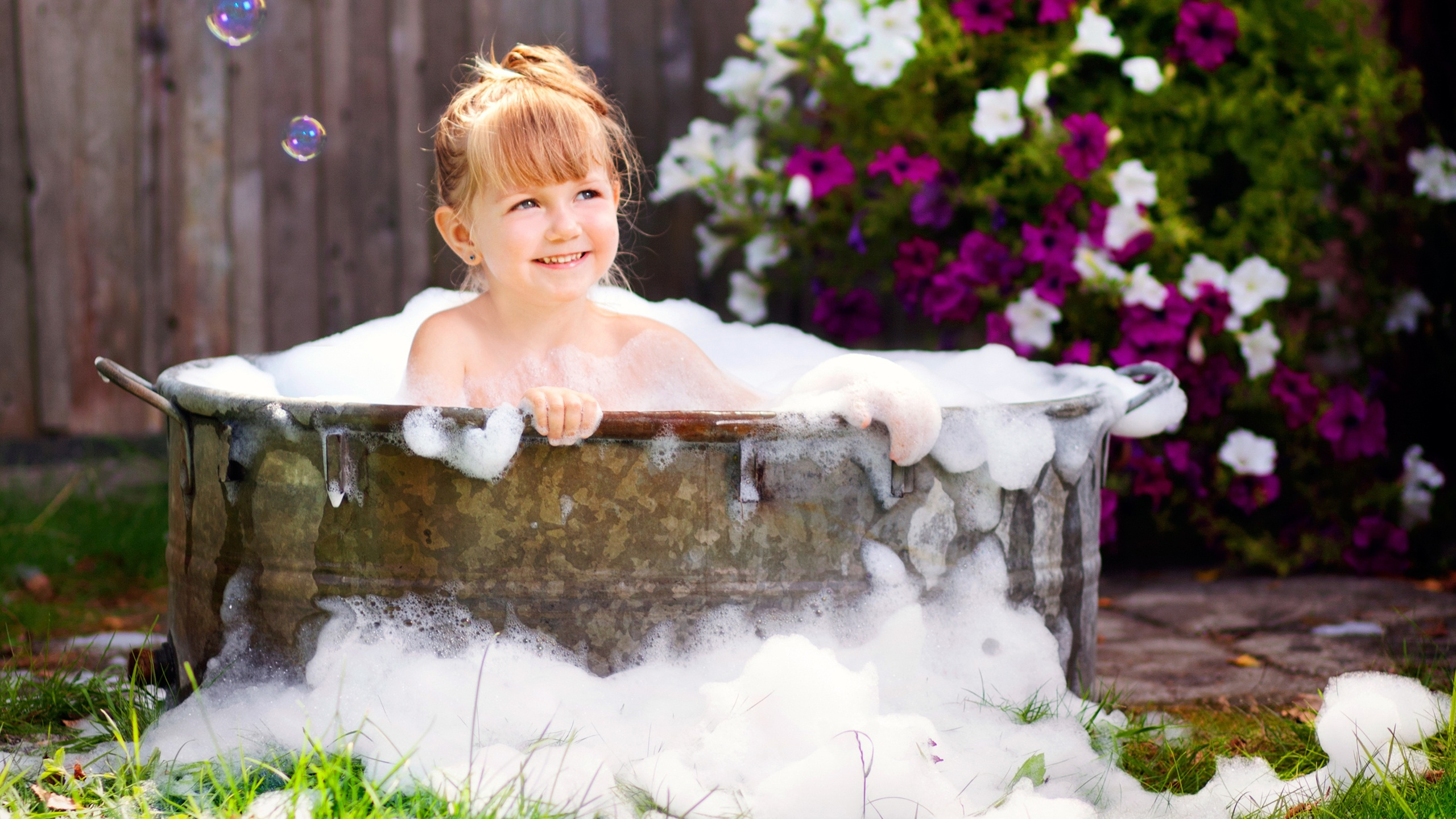 picture-of-girl-in-bubble-bath