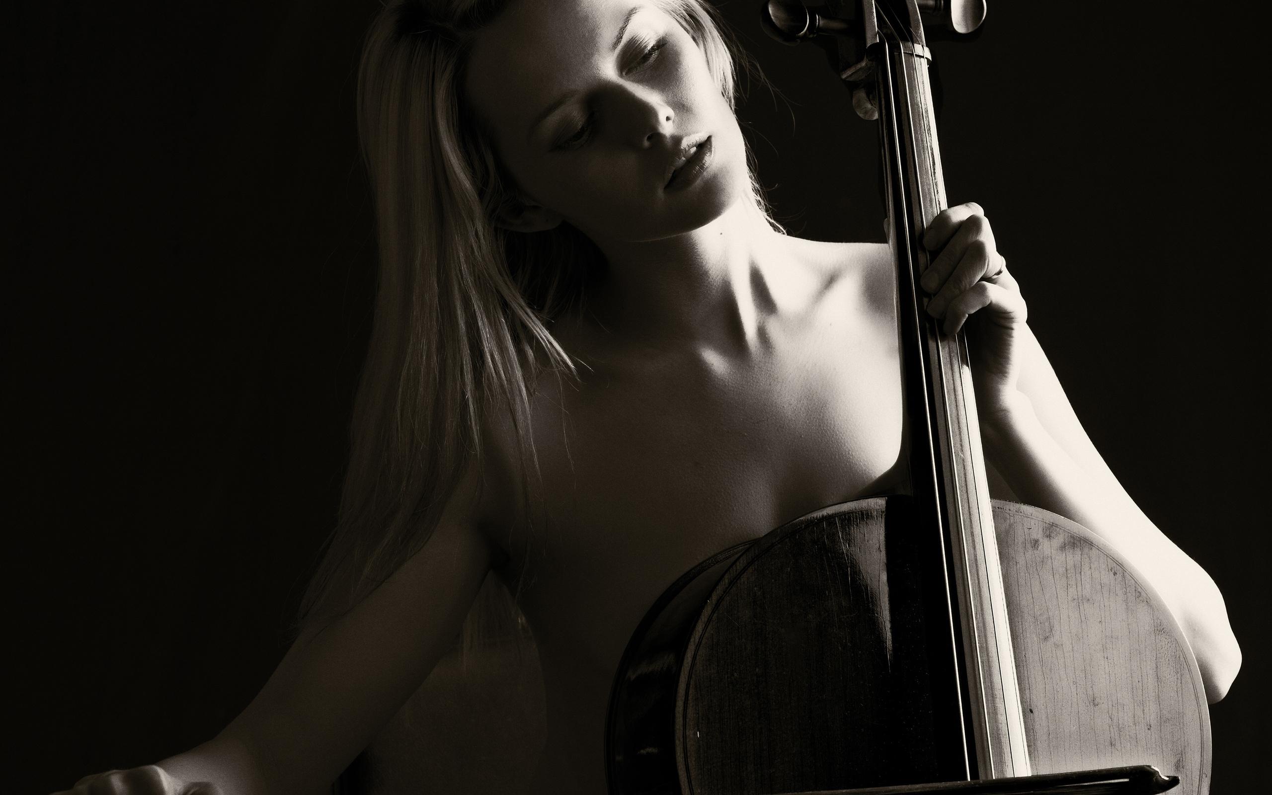 природные красивая фотосессия с виолончелью известна дата