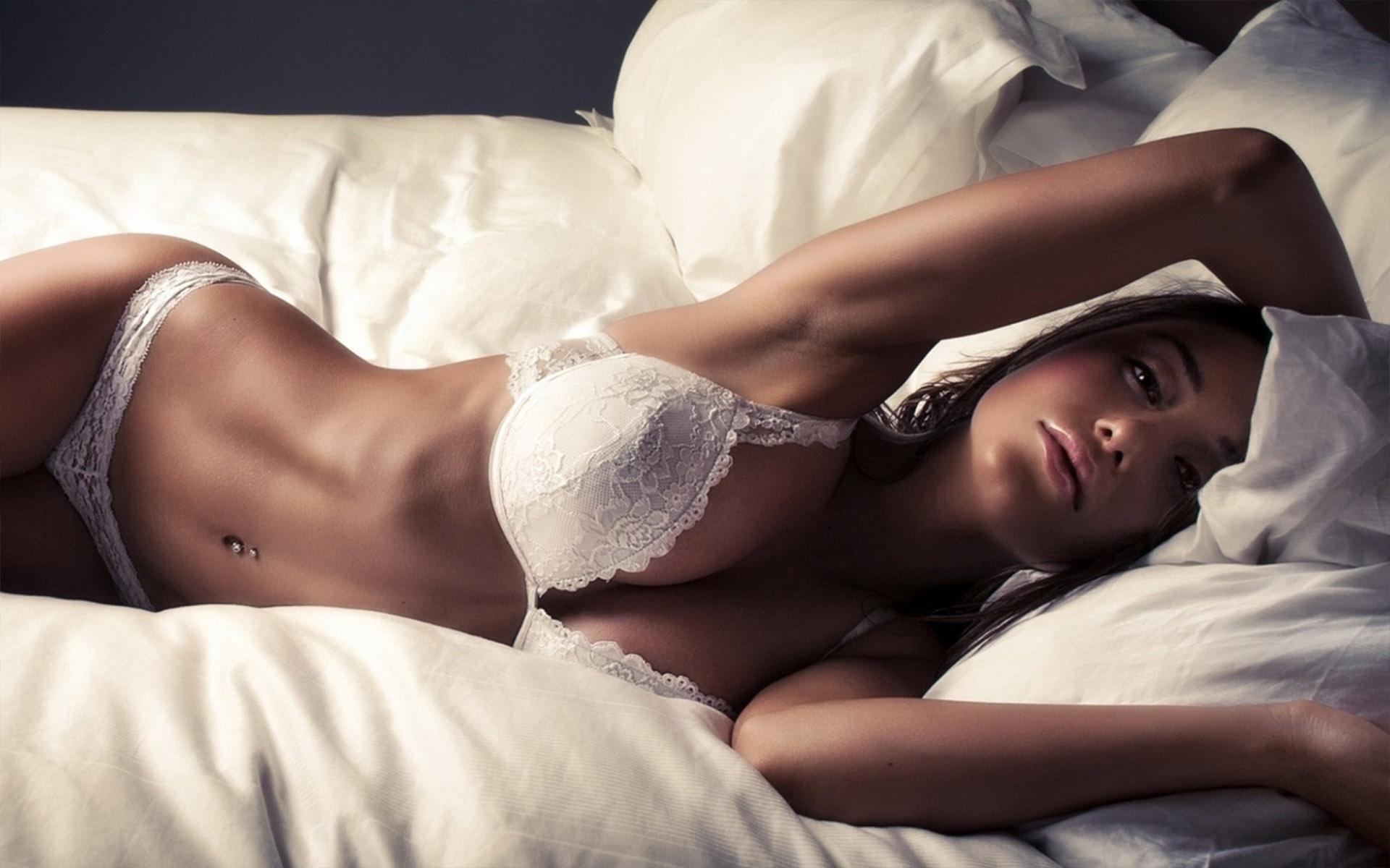 Sexy girl uses bed, nude simona halep