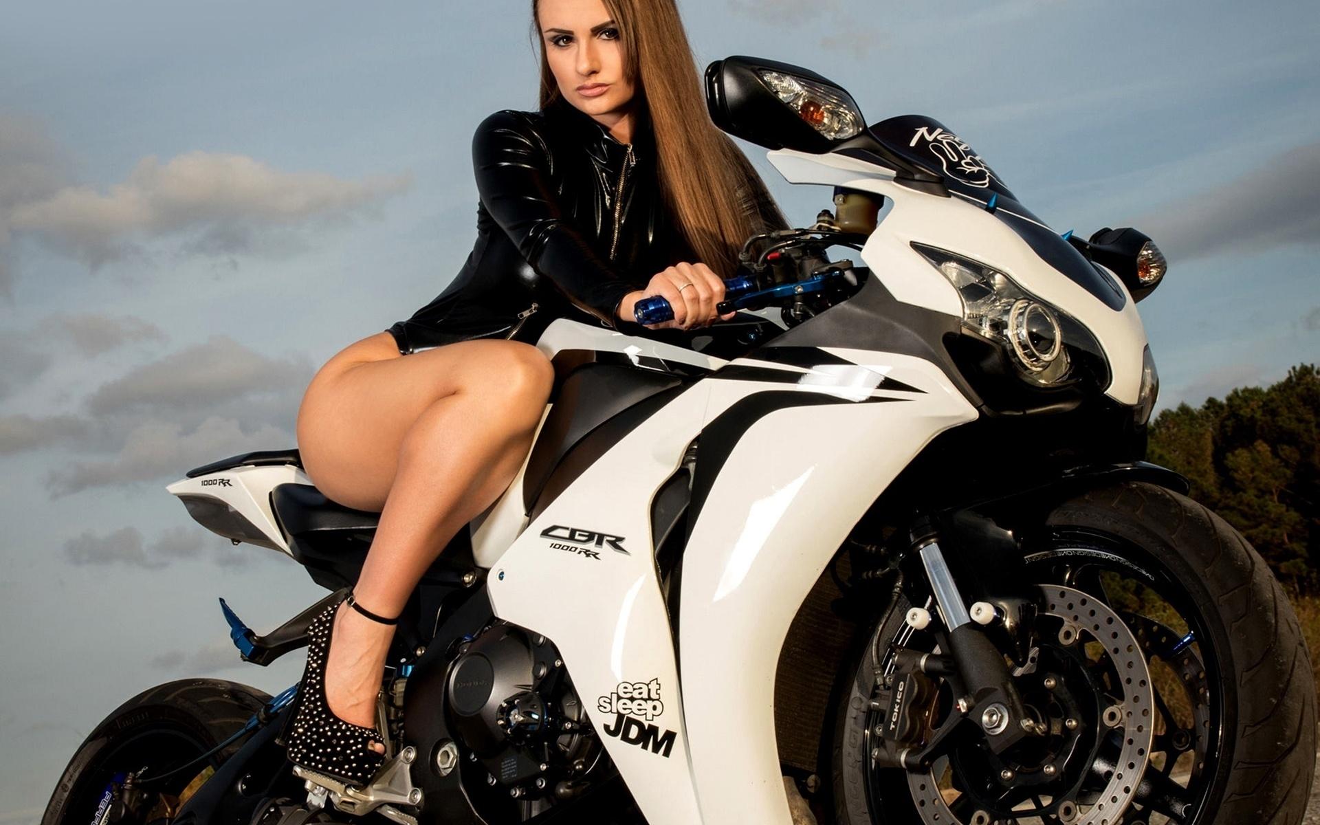 Про класс, картинки красивые девчонки на мотоциклах