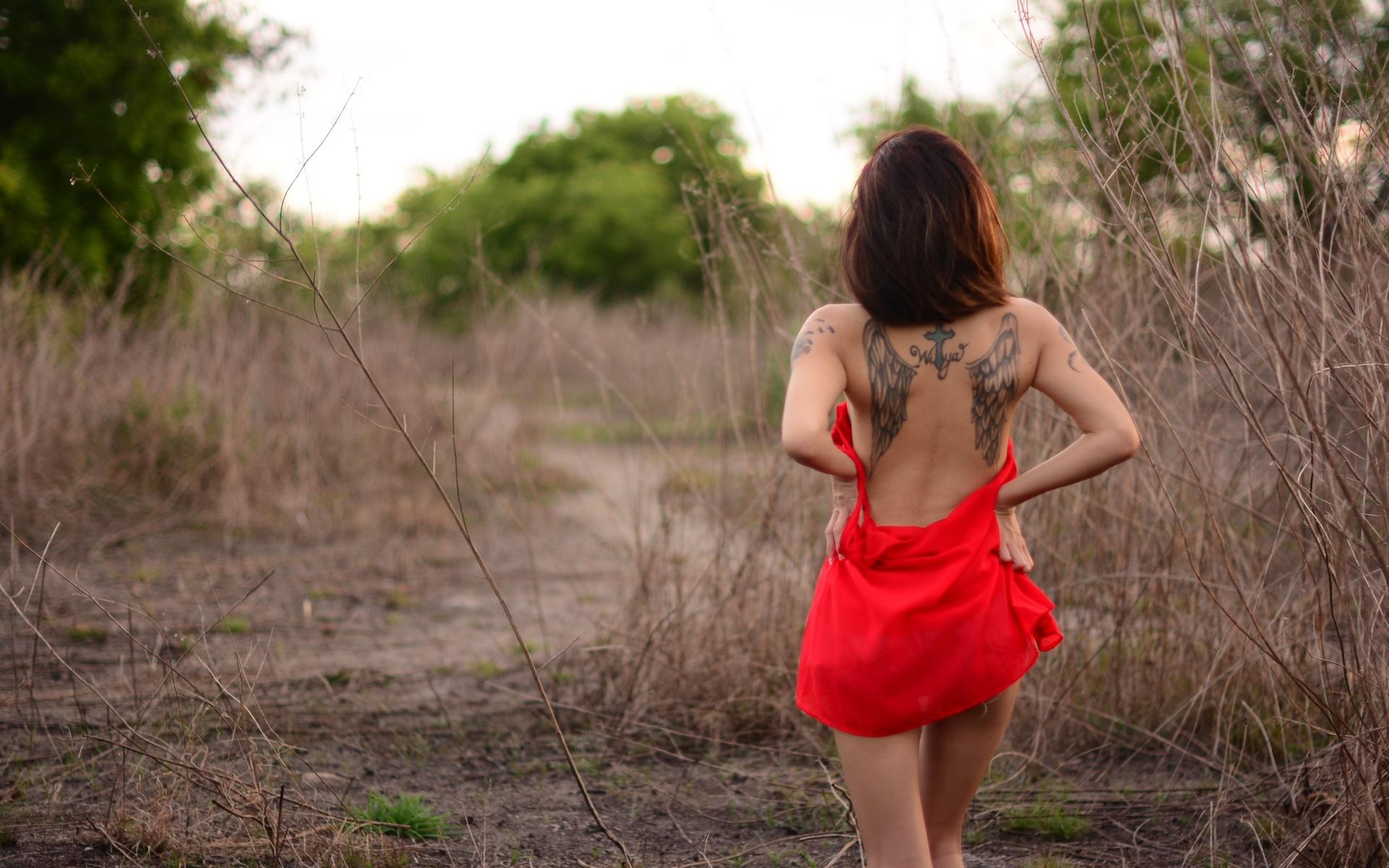 девушка, кусты, спина, тату, красный, сарафан, крылья