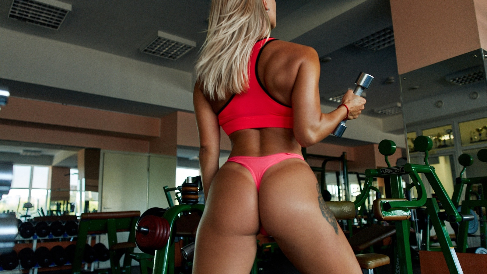 Instagram fitness star with the perfect butt reveals the very strict workout