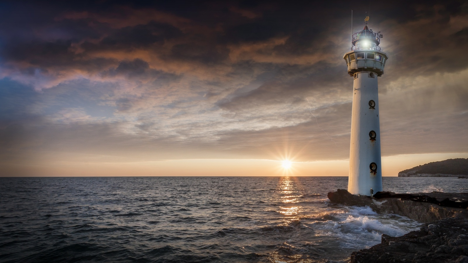 море, берег, камни, маяк, свет, солнце, лучи, закат