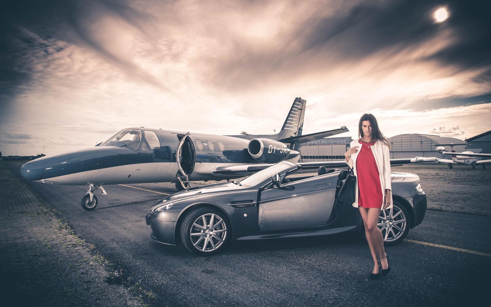 астон мартин, суперкар, самолет, девушка