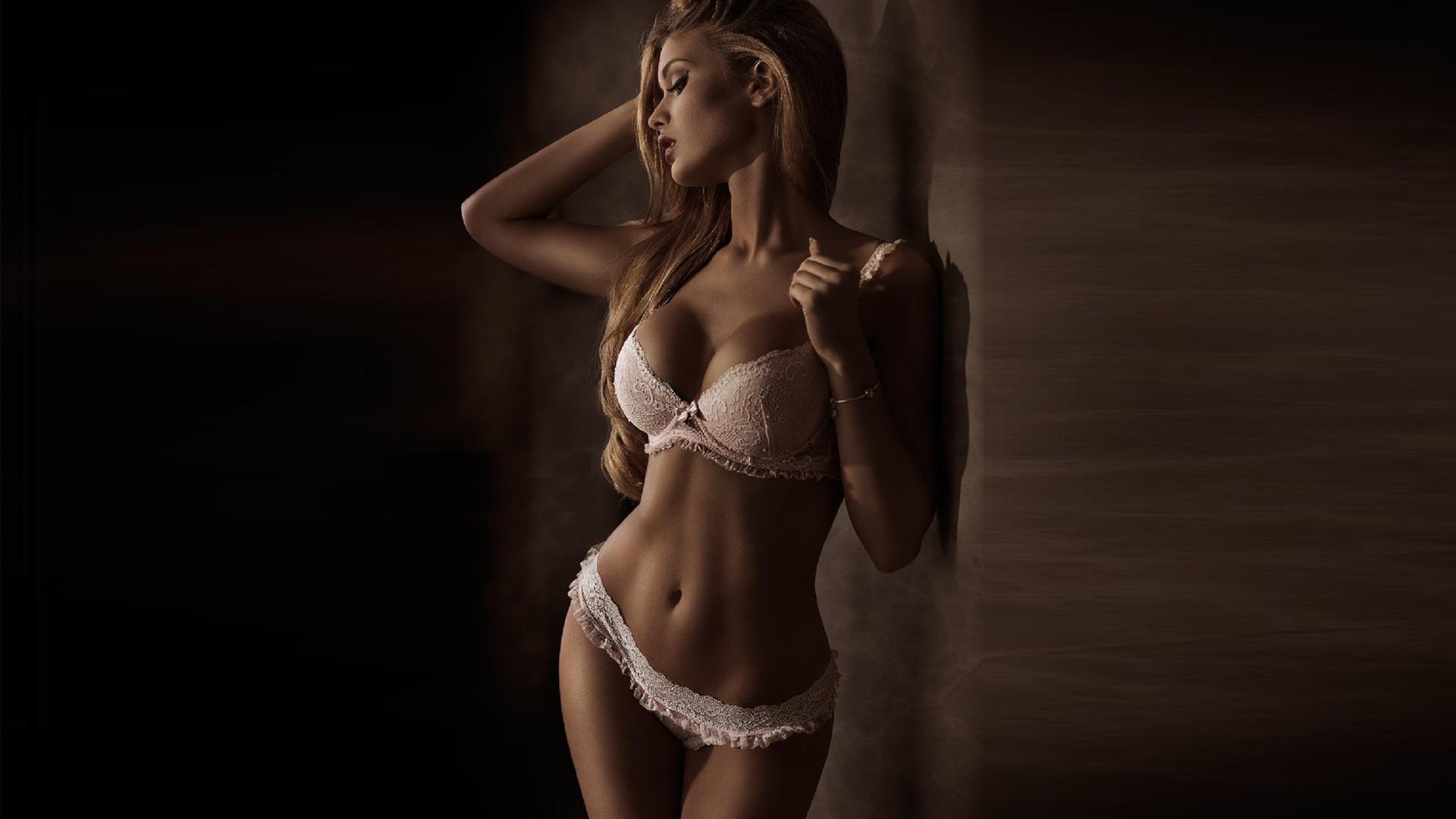 порку практикуют шикарная девушка с шикарным телом как встано