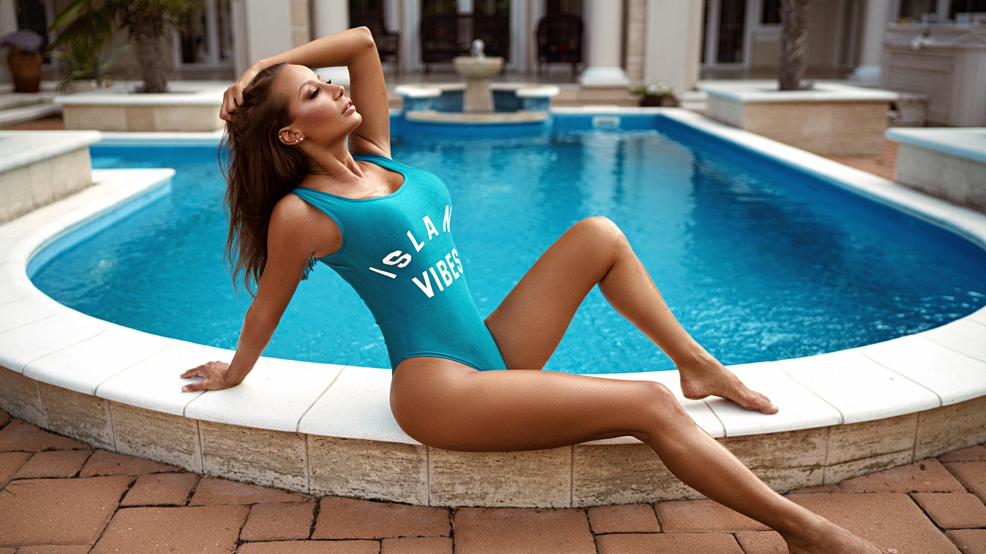 pool-hotties-hto-girls-boob