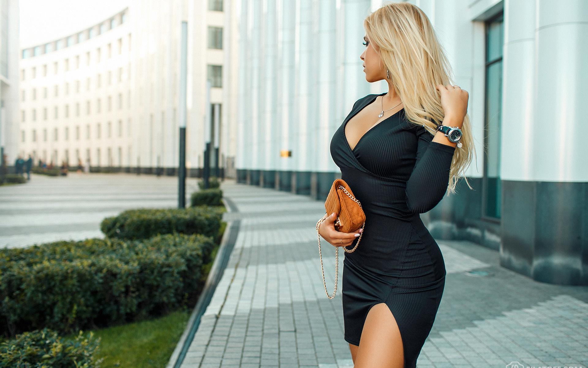фото блондинка с роскошным телом