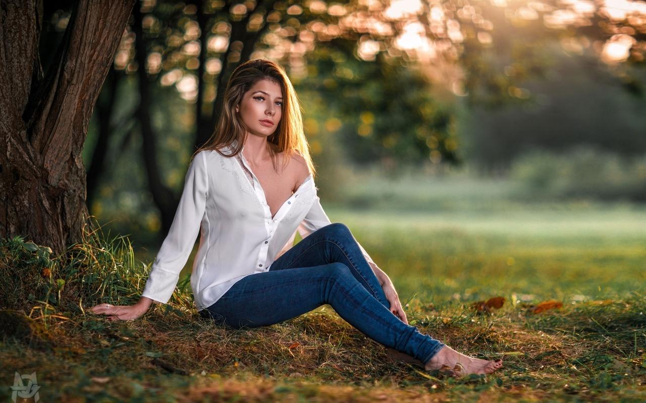 anna faraonova, women, mihail gerasimov, white shirt, jeans, portrait, trees, blonde, red nails