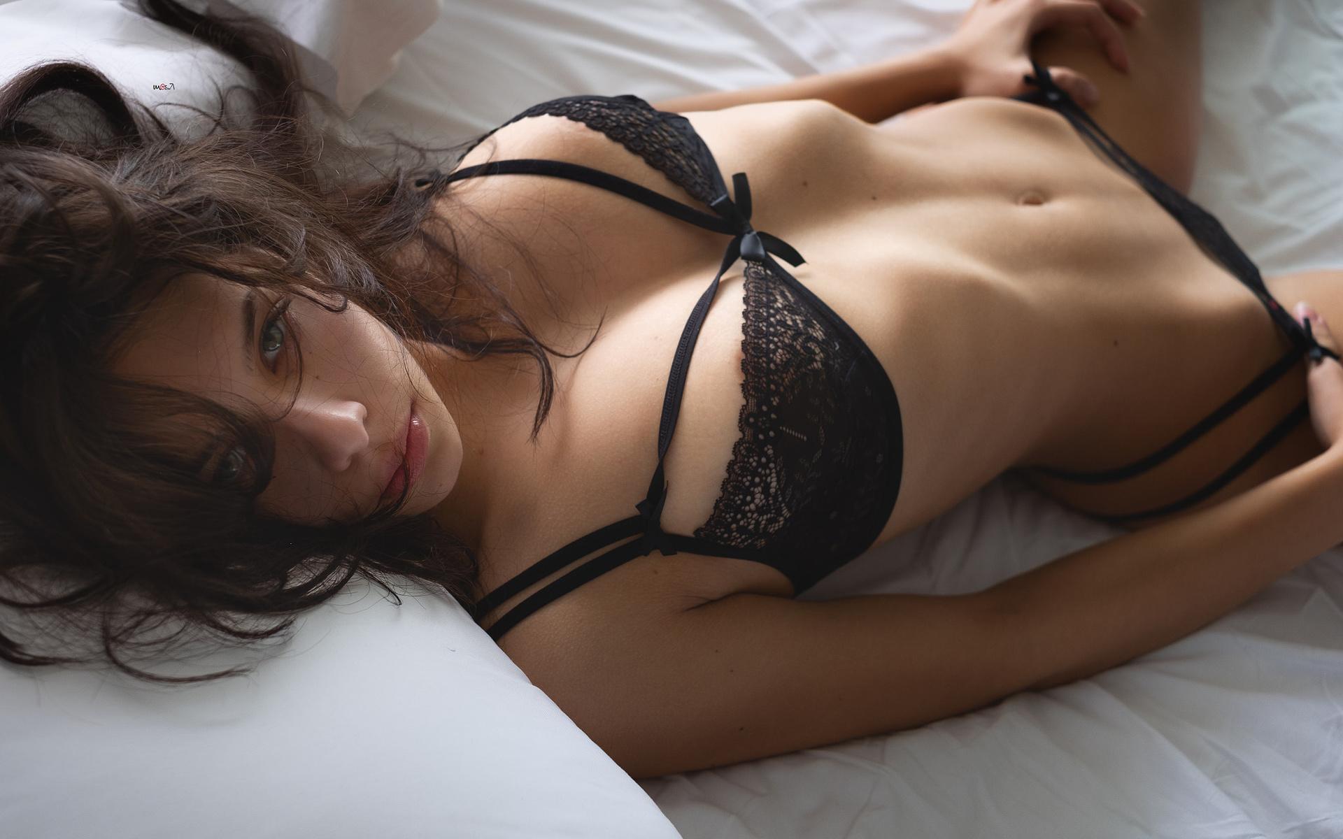 Частное фото в белье брюнетка, Частные фото брюнетки в сексуальном нижнем белье 1 фотография