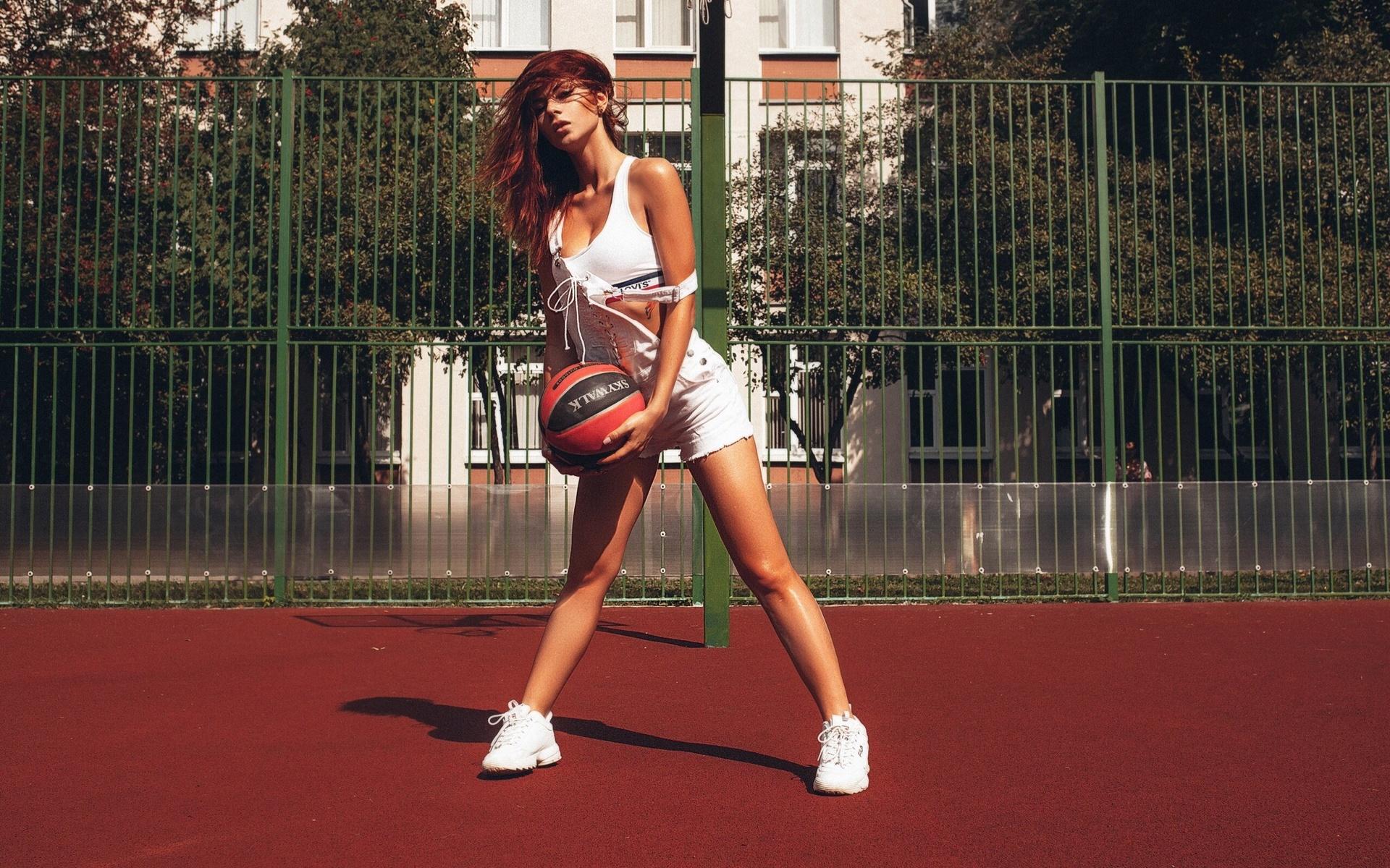 Красивые девушки на спортплощадках 3