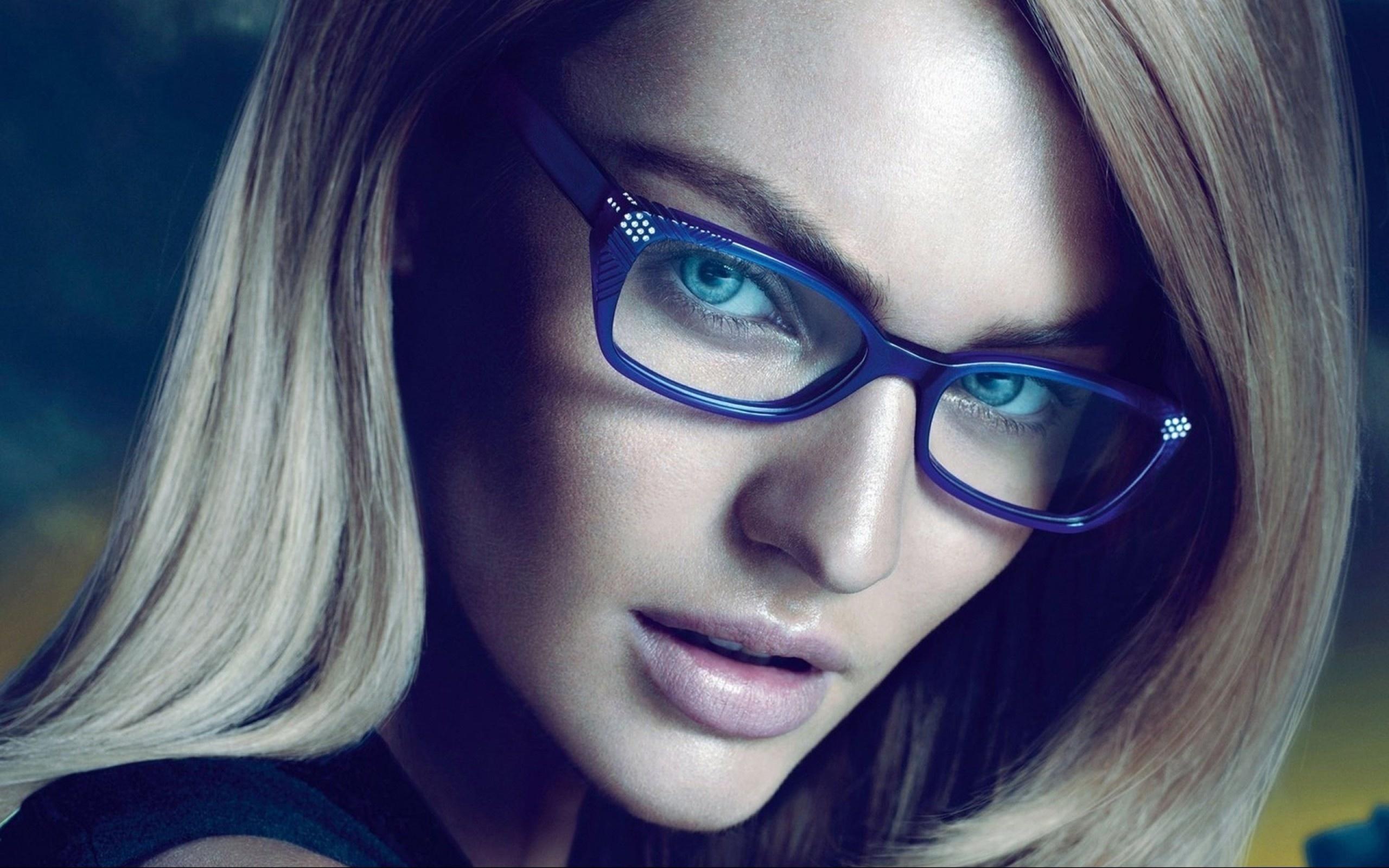 Секс с красивой в очках, В очках порно, смотреть секс с девушками в Очках 24 фотография